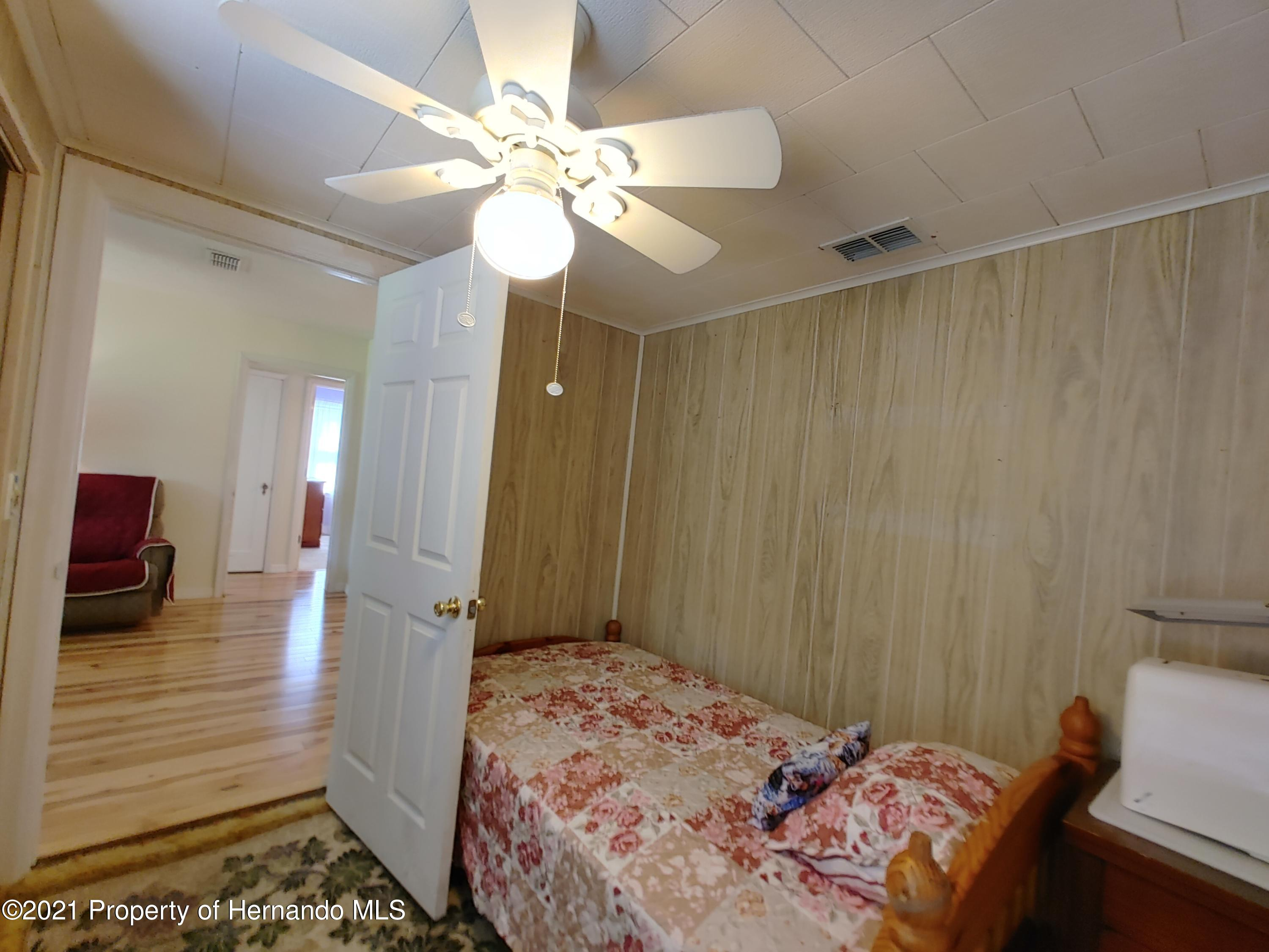 Listing photo id 12 for 7939 W Riverbend Road