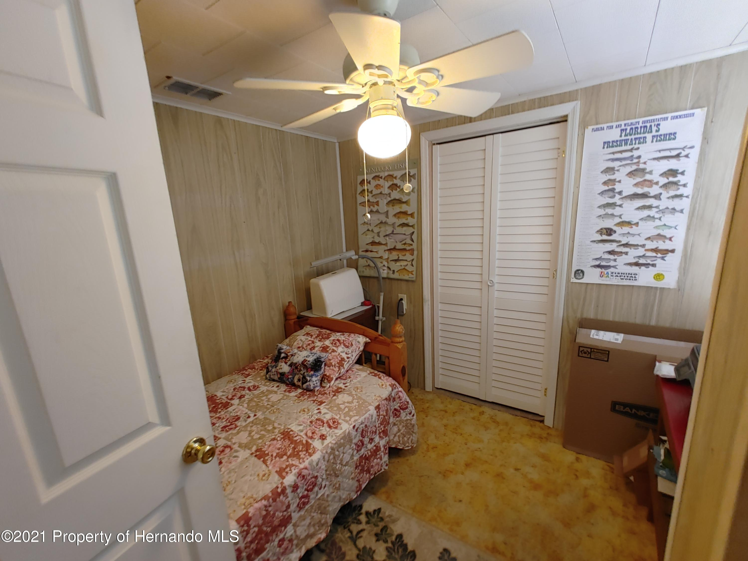 Listing photo id 13 for 7939 W Riverbend Road