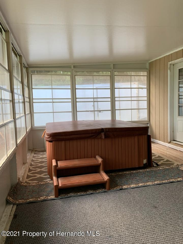 Listing photo id 15 for 7939 W Riverbend Road