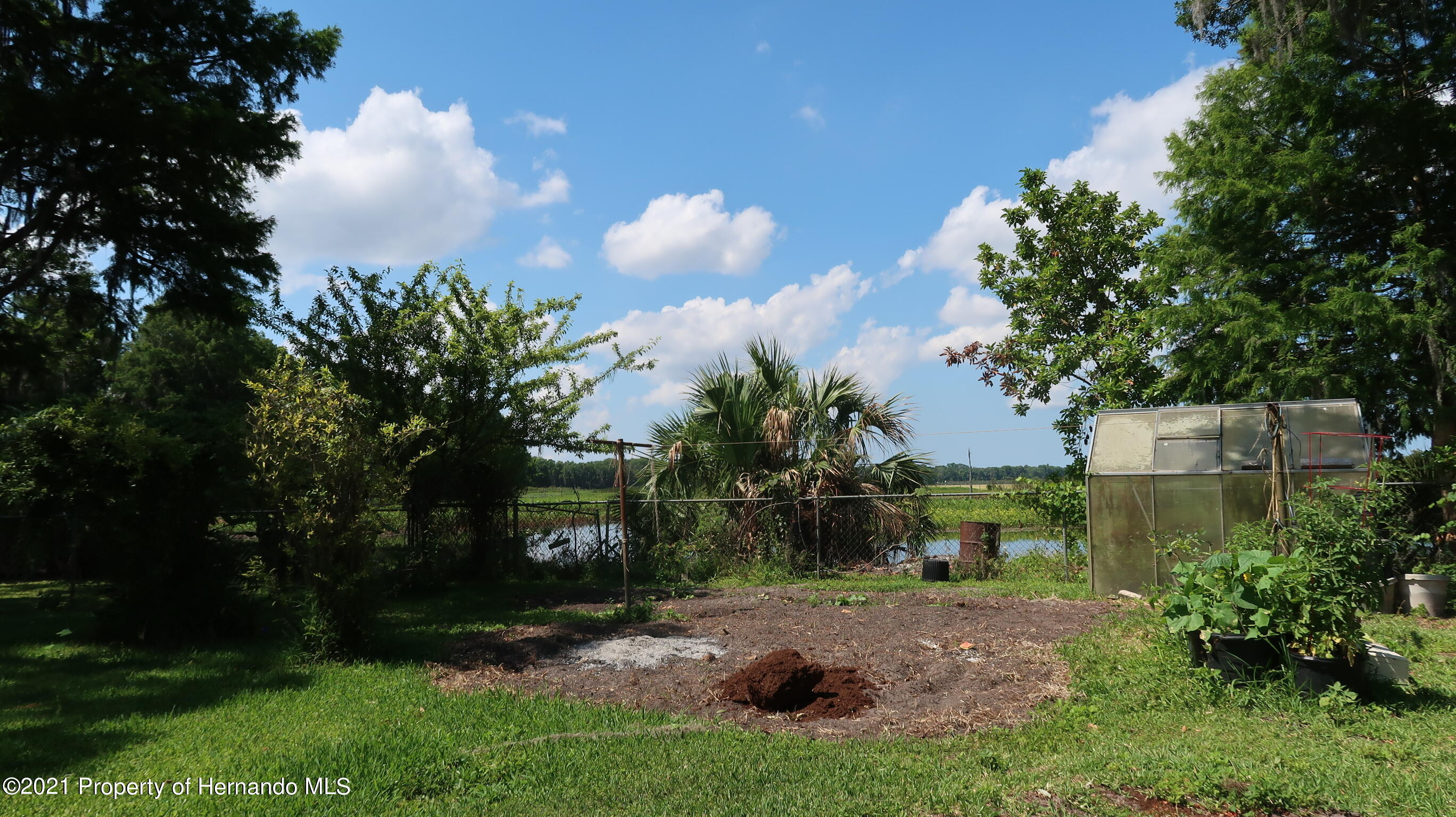 Listing photo id 17 for 7939 W Riverbend Road