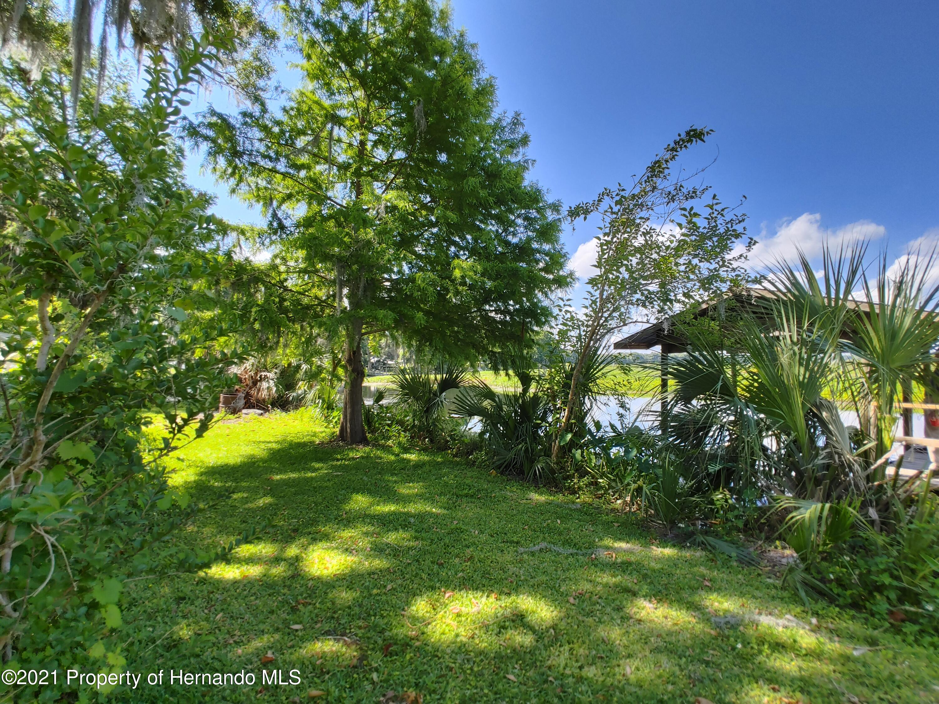 Listing photo id 24 for 7939 W Riverbend Road