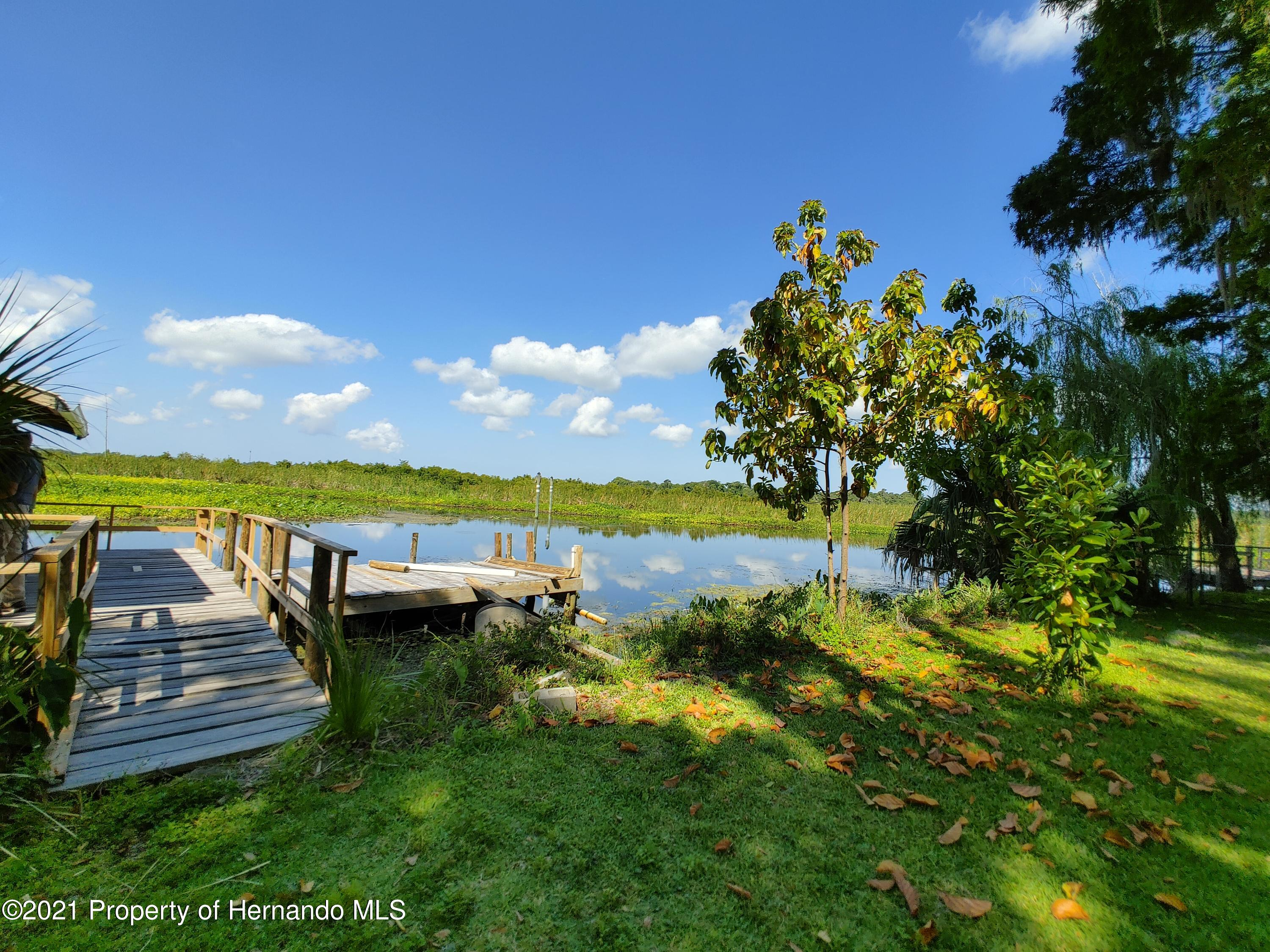 Listing photo id 28 for 7939 W Riverbend Road