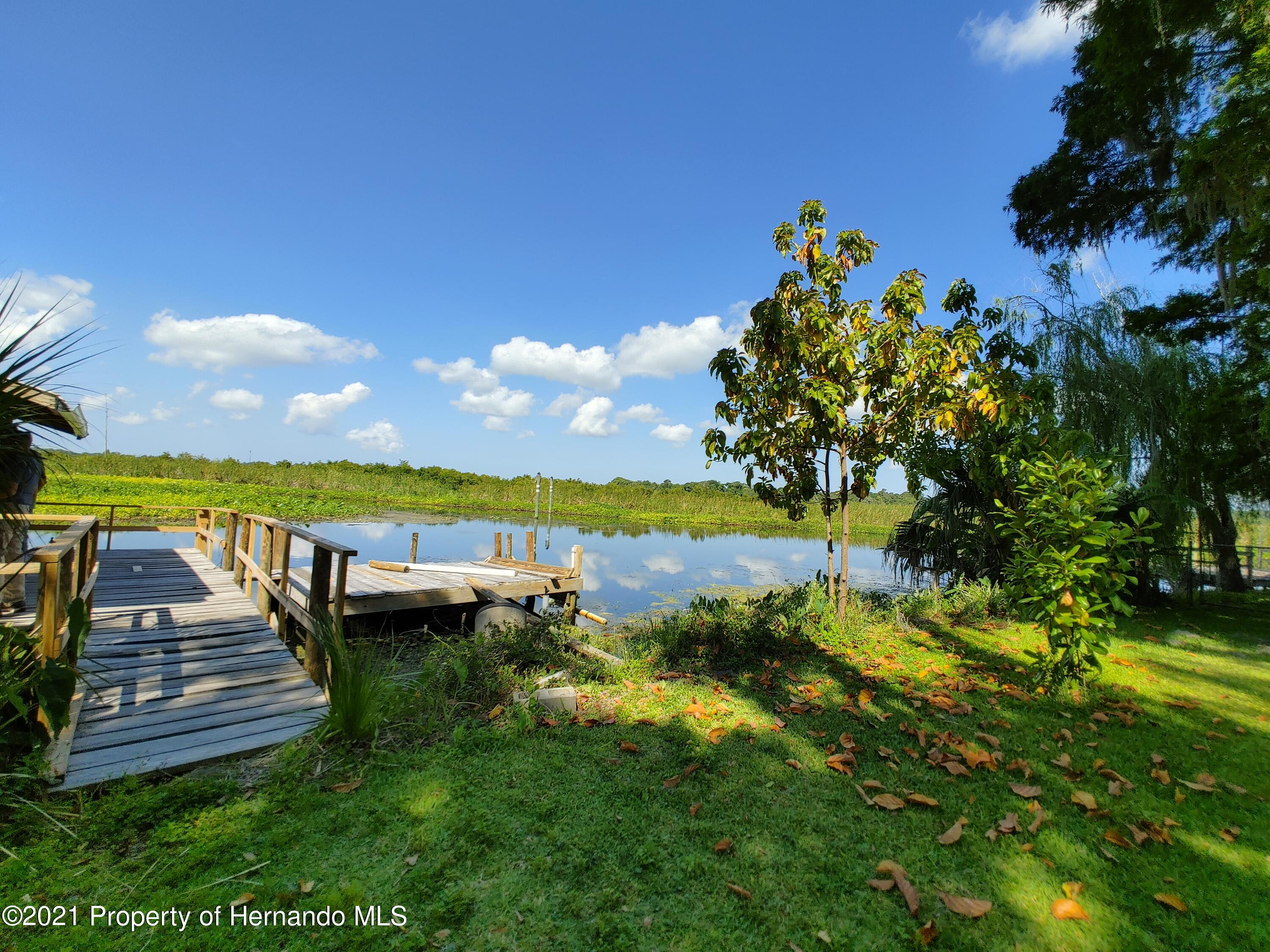 Listing photo id 32 for 7939 W Riverbend Road