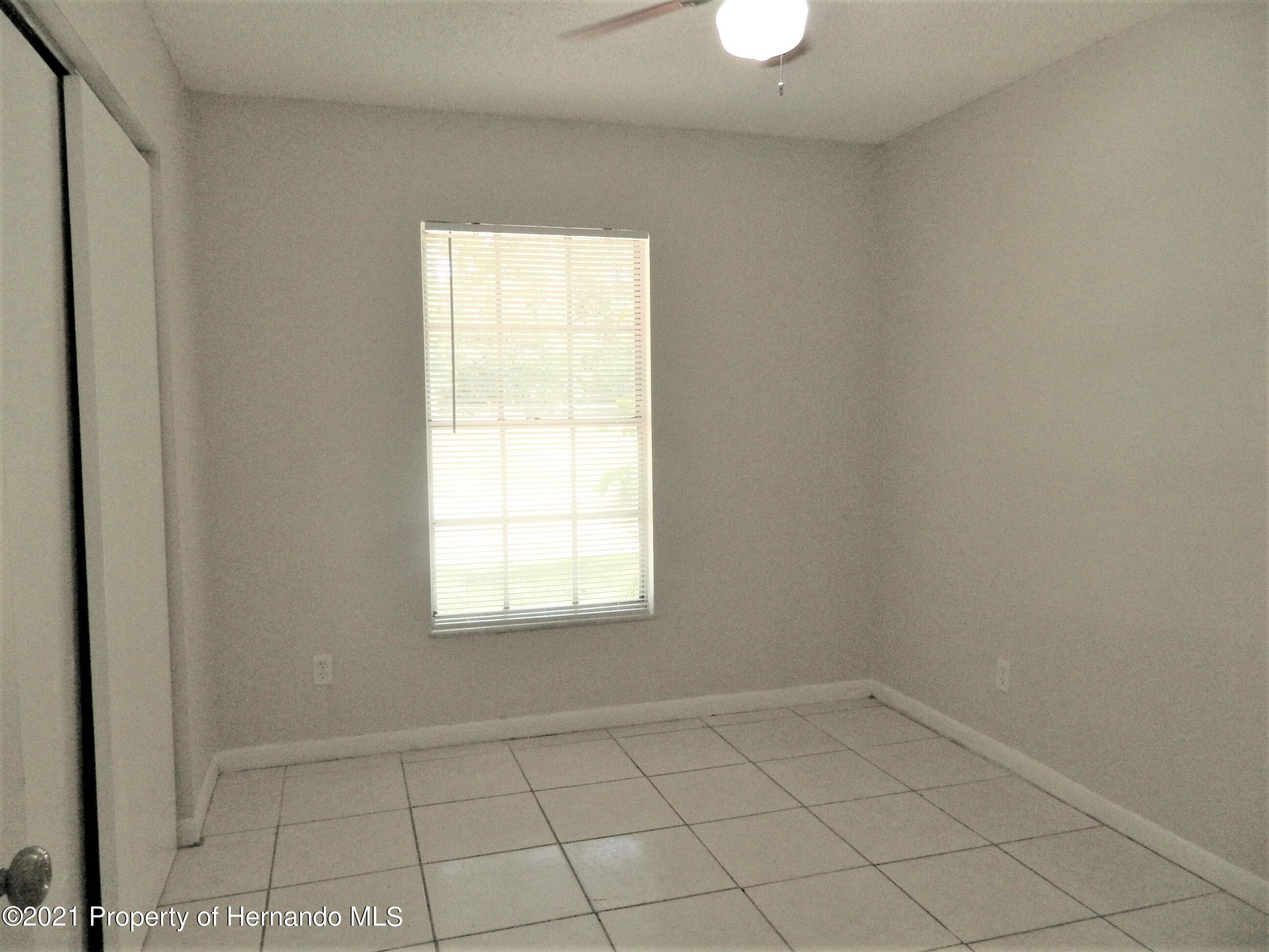 Listing photo id 9 for 21355 Lincoln Road