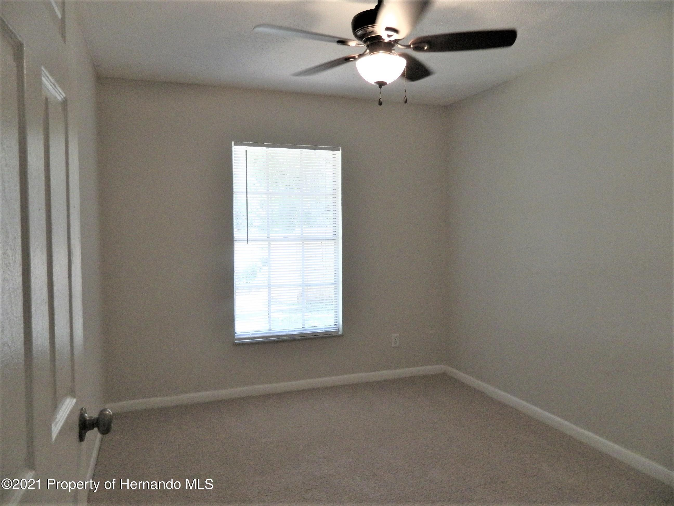Listing photo id 17 for 21355 Lincoln Road