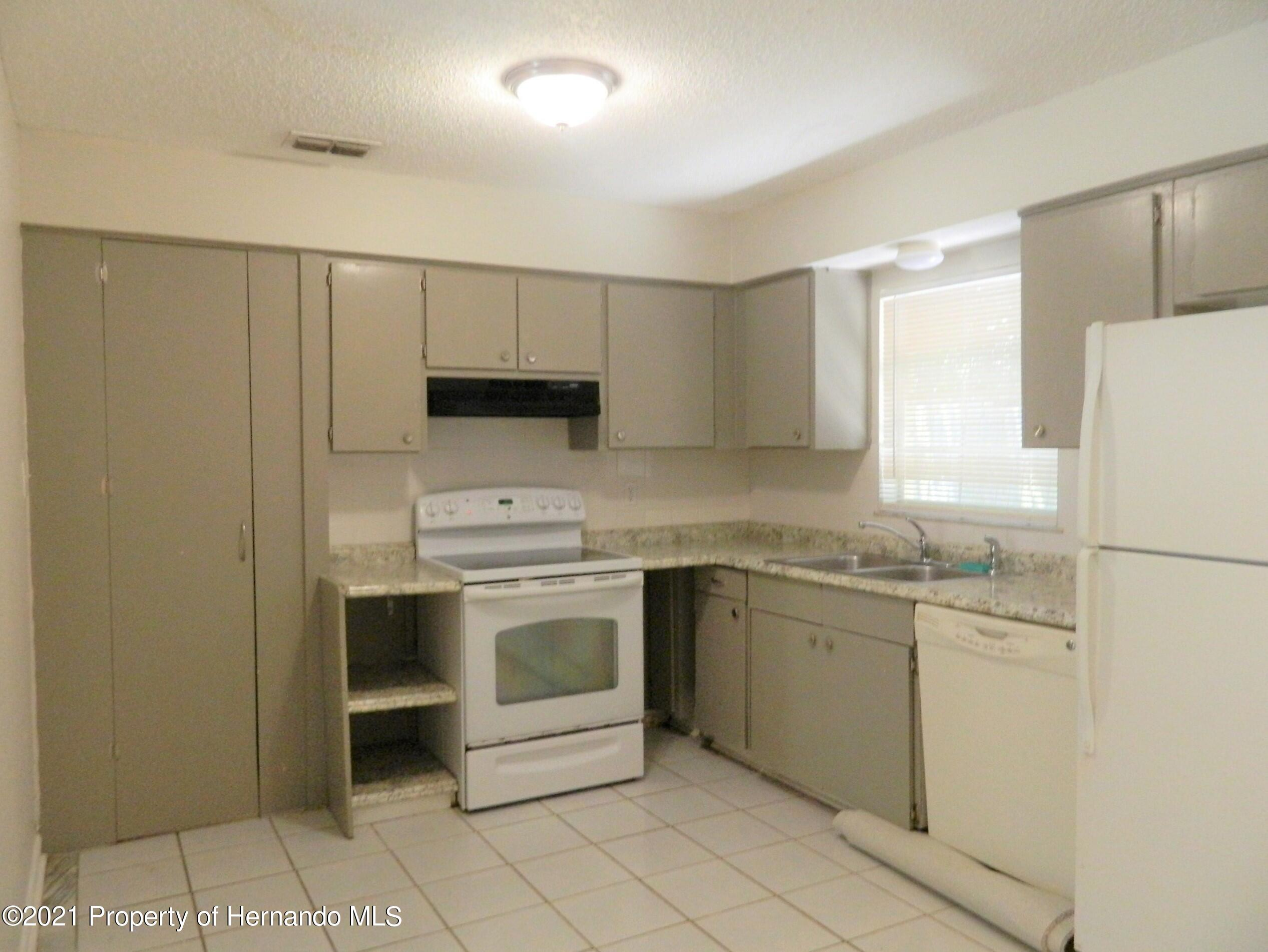 Listing photo id 5 for 21355 Lincoln Road