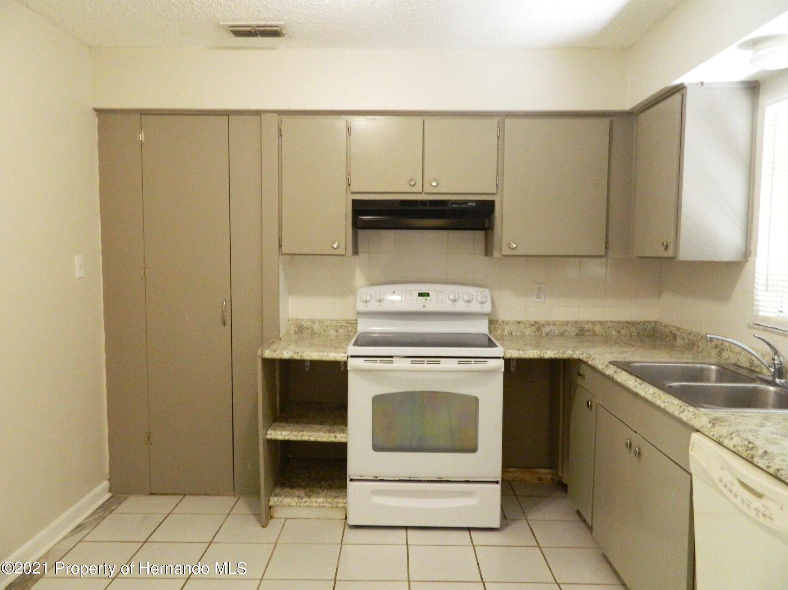 Listing photo id 6 for 21355 Lincoln Road