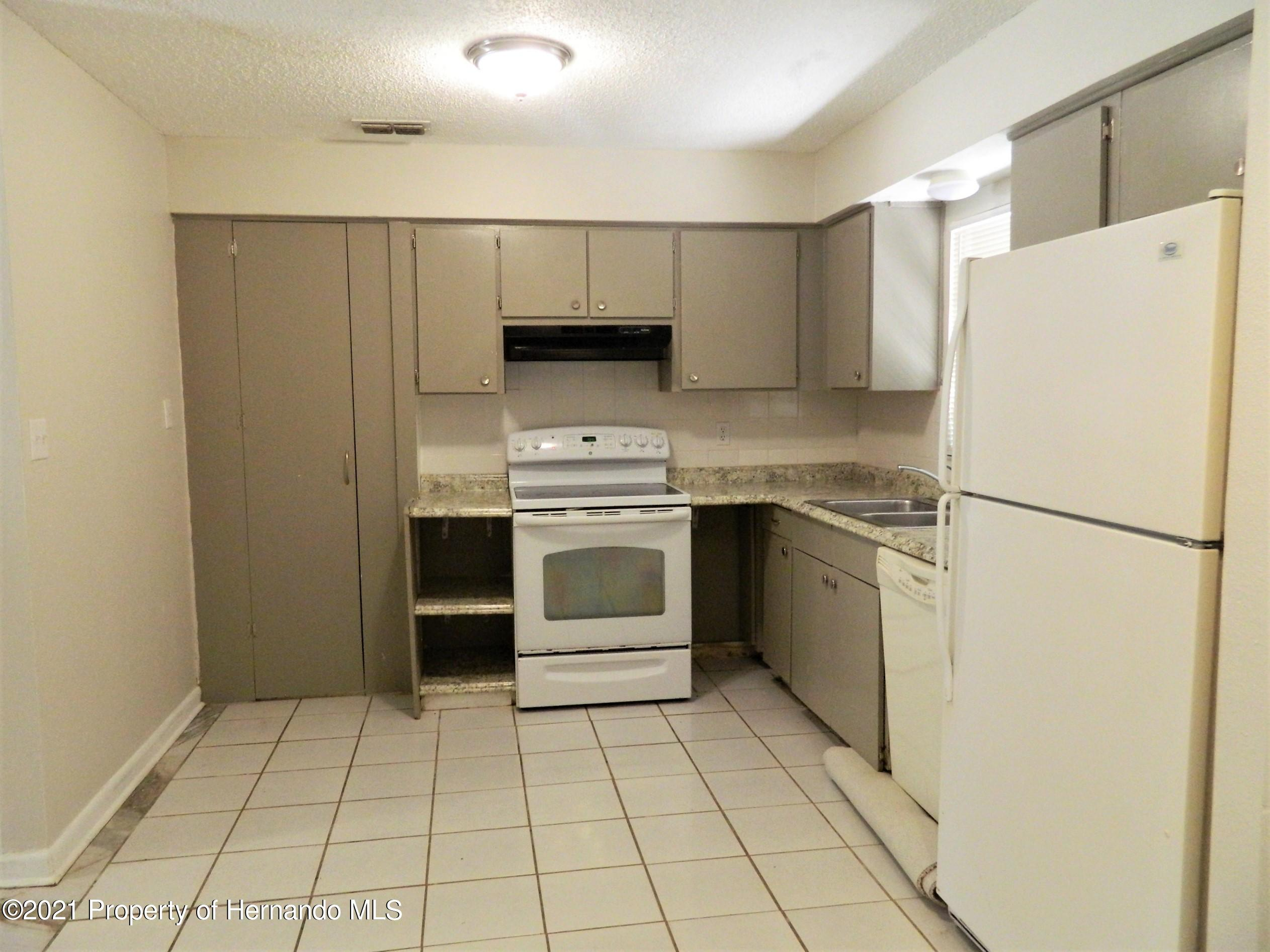 Listing photo id 7 for 21355 Lincoln Road