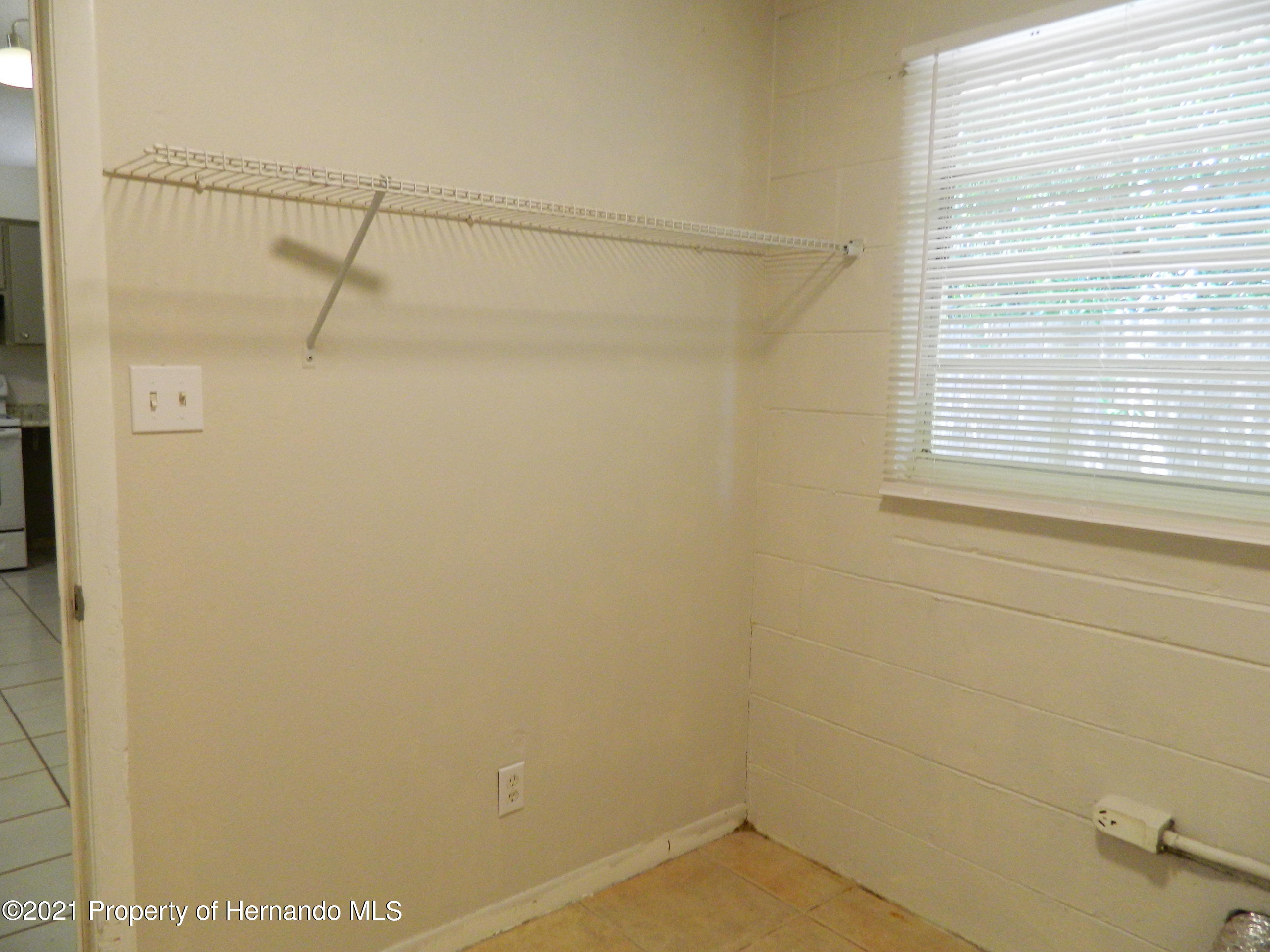 Listing photo id 18 for 21355 Lincoln Road