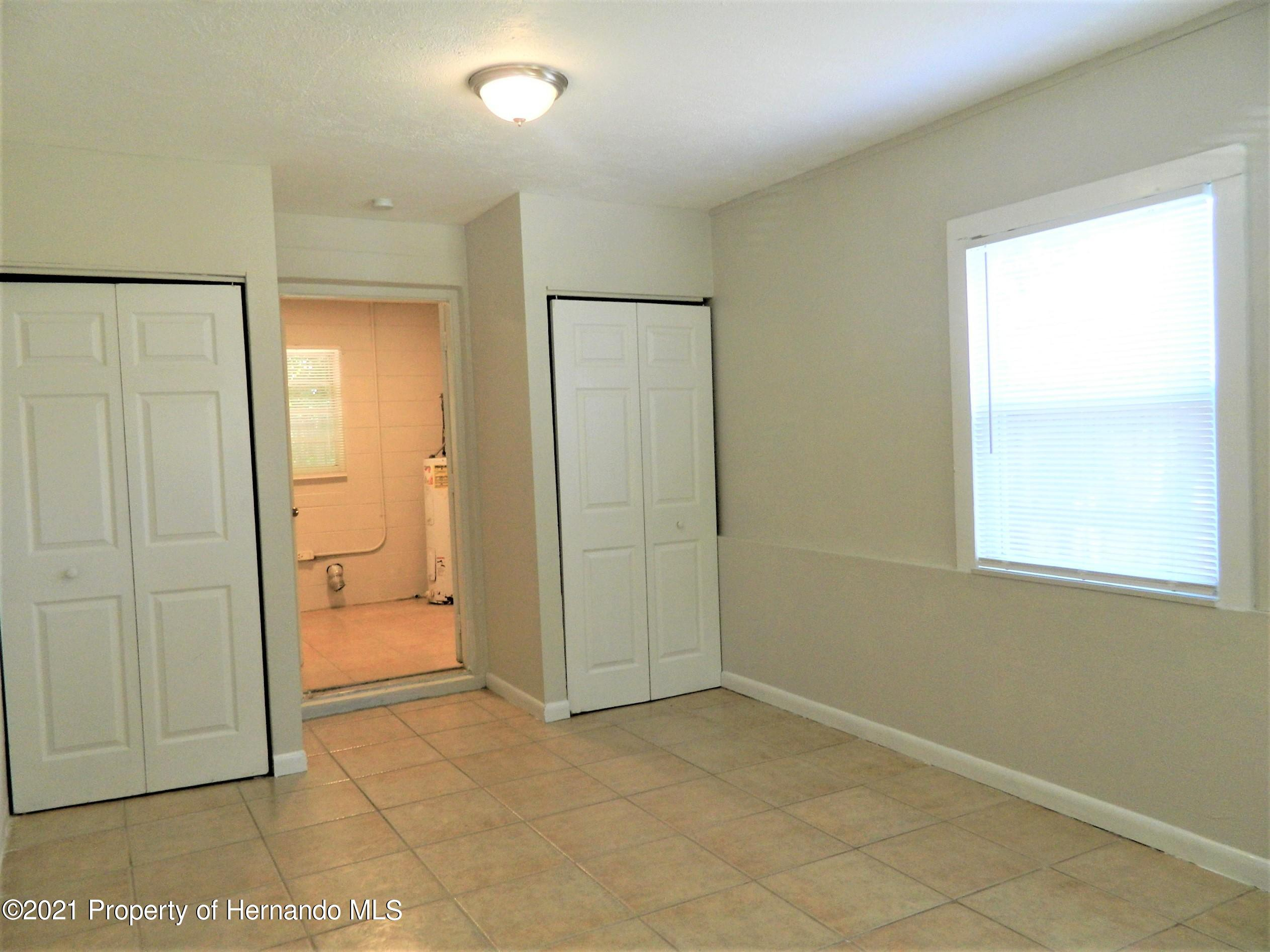 Listing photo id 21 for 21355 Lincoln Road