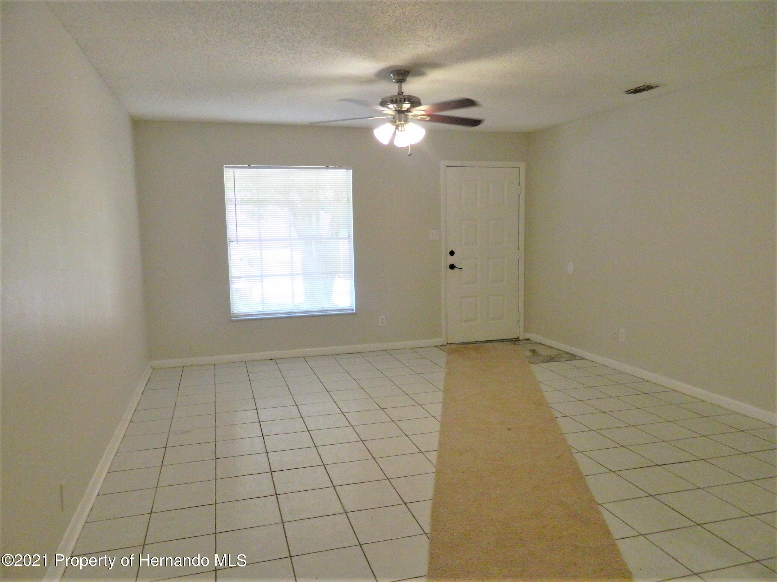 Listing photo id 4 for 21355 Lincoln Road