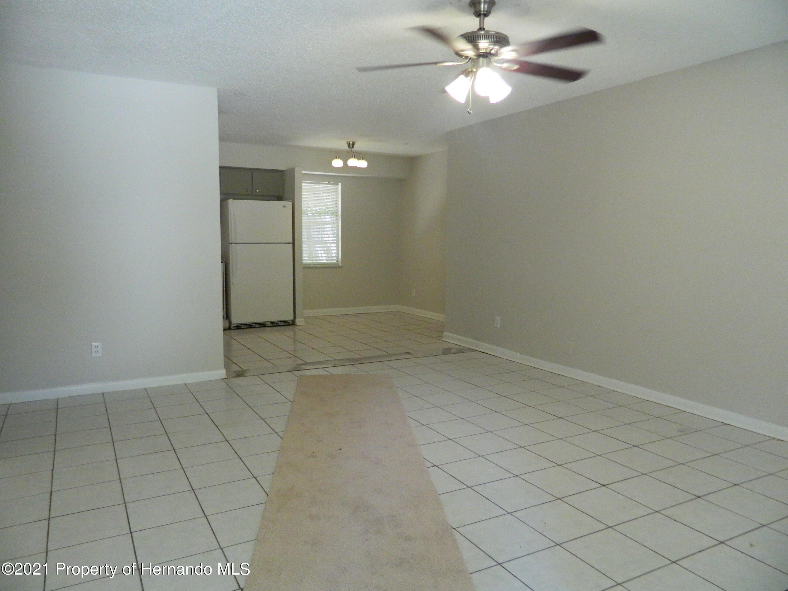 Listing photo id 3 for 21355 Lincoln Road