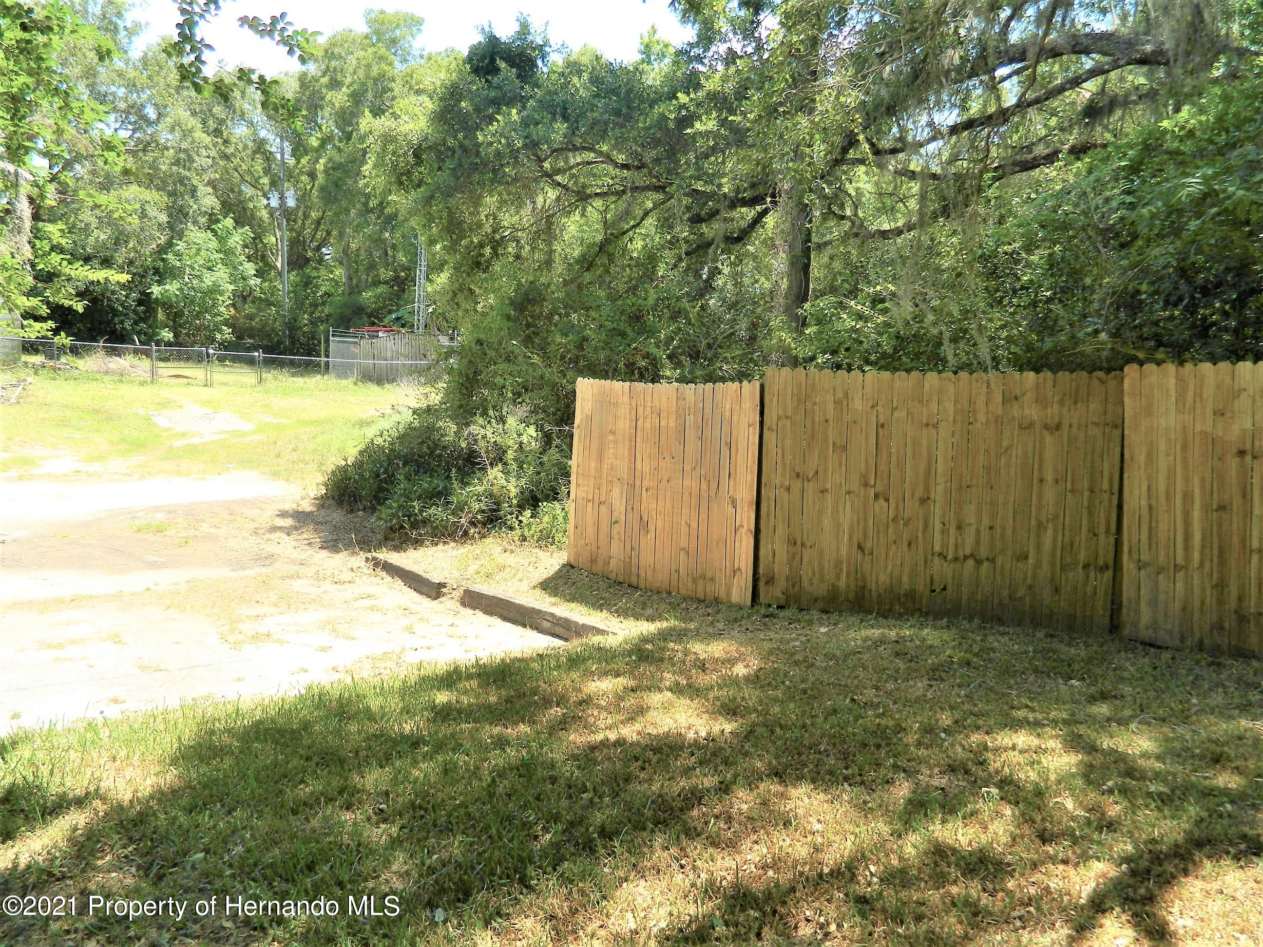 Listing photo id 24 for 21355 Lincoln Road