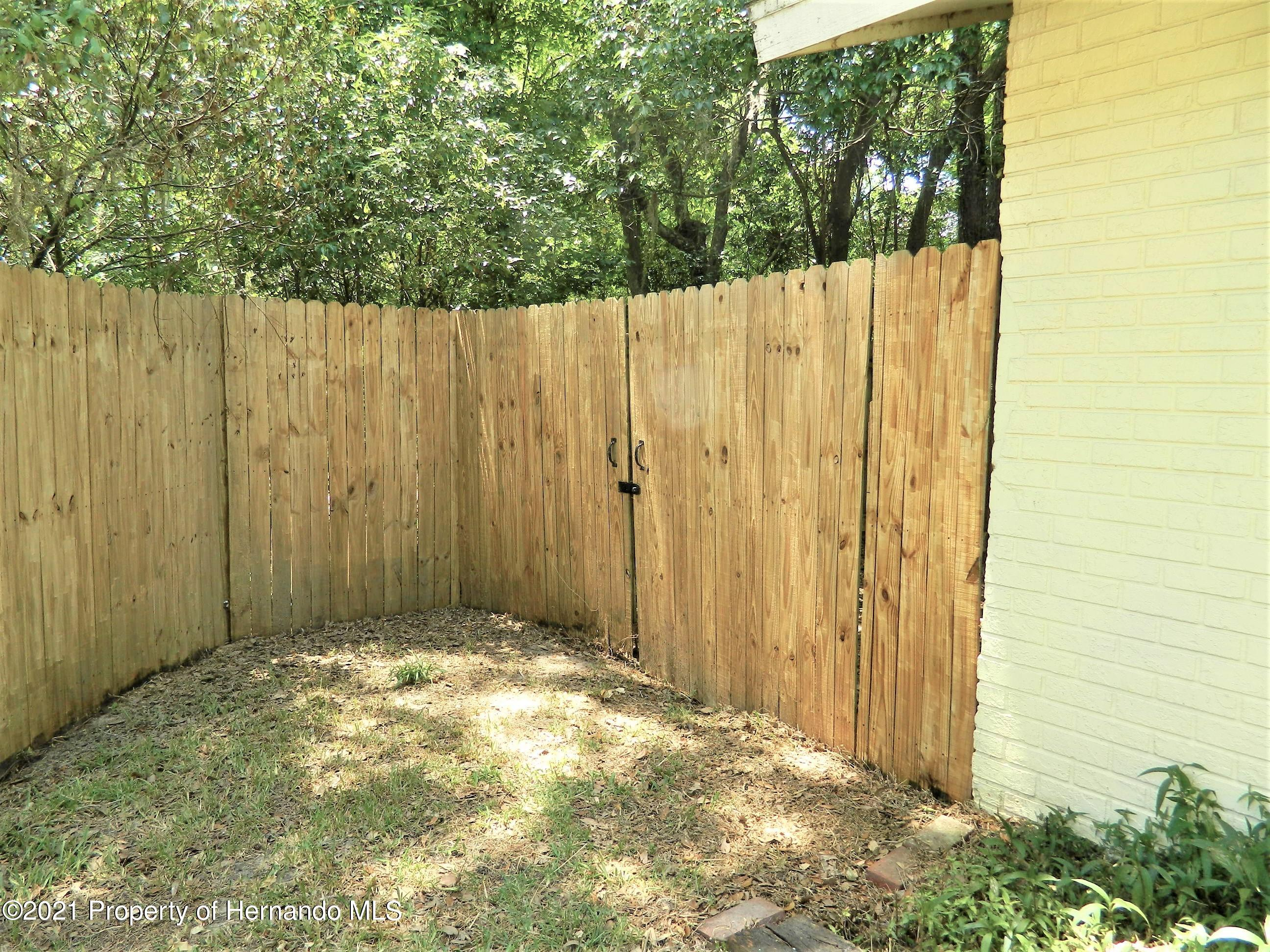 Listing photo id 25 for 21355 Lincoln Road