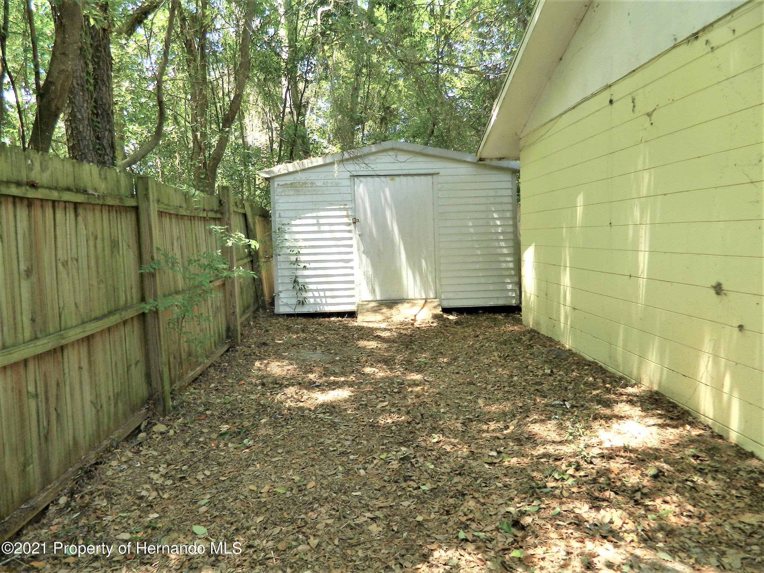 Listing photo id 26 for 21355 Lincoln Road
