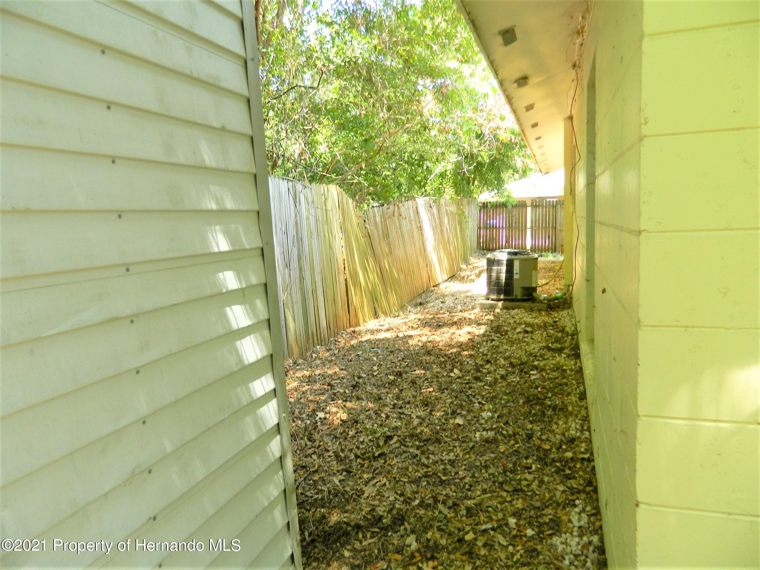 Listing photo id 28 for 21355 Lincoln Road