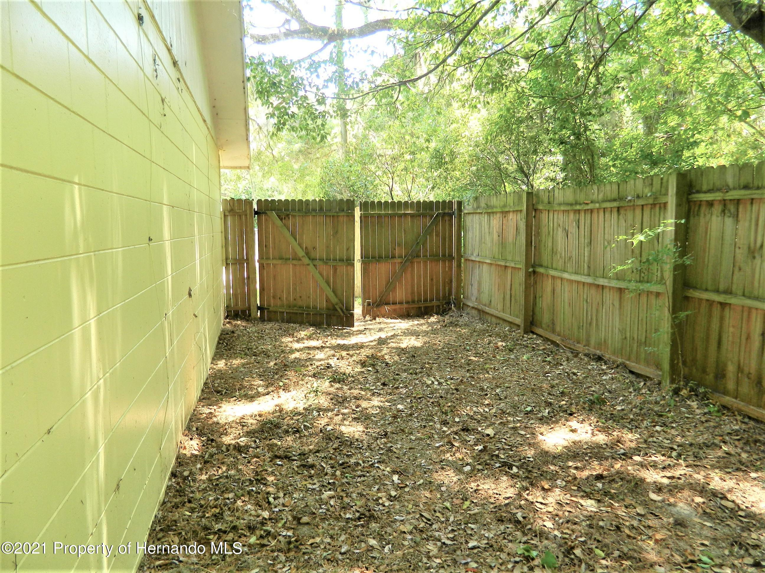 Listing photo id 29 for 21355 Lincoln Road