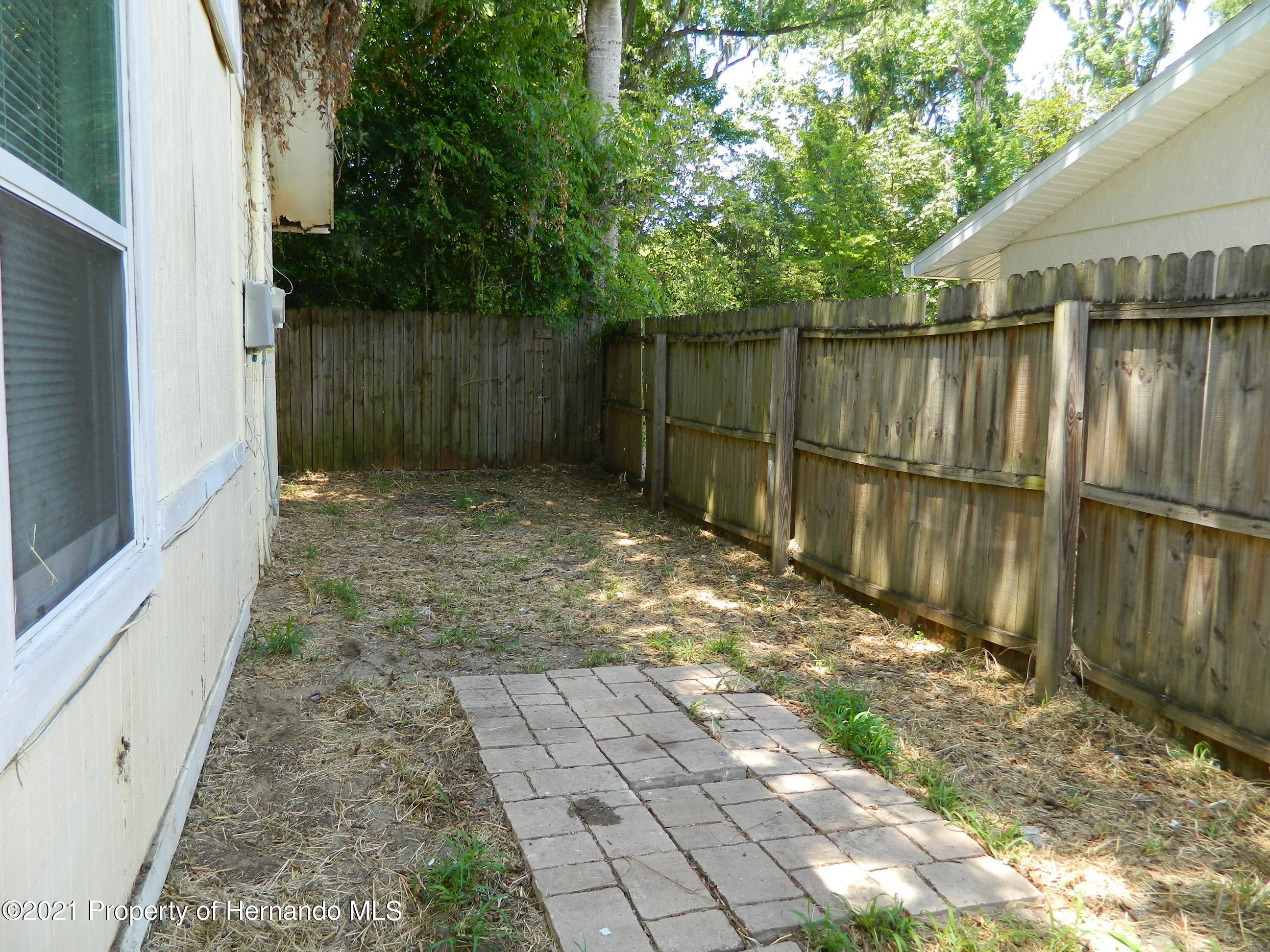 Listing photo id 30 for 21355 Lincoln Road