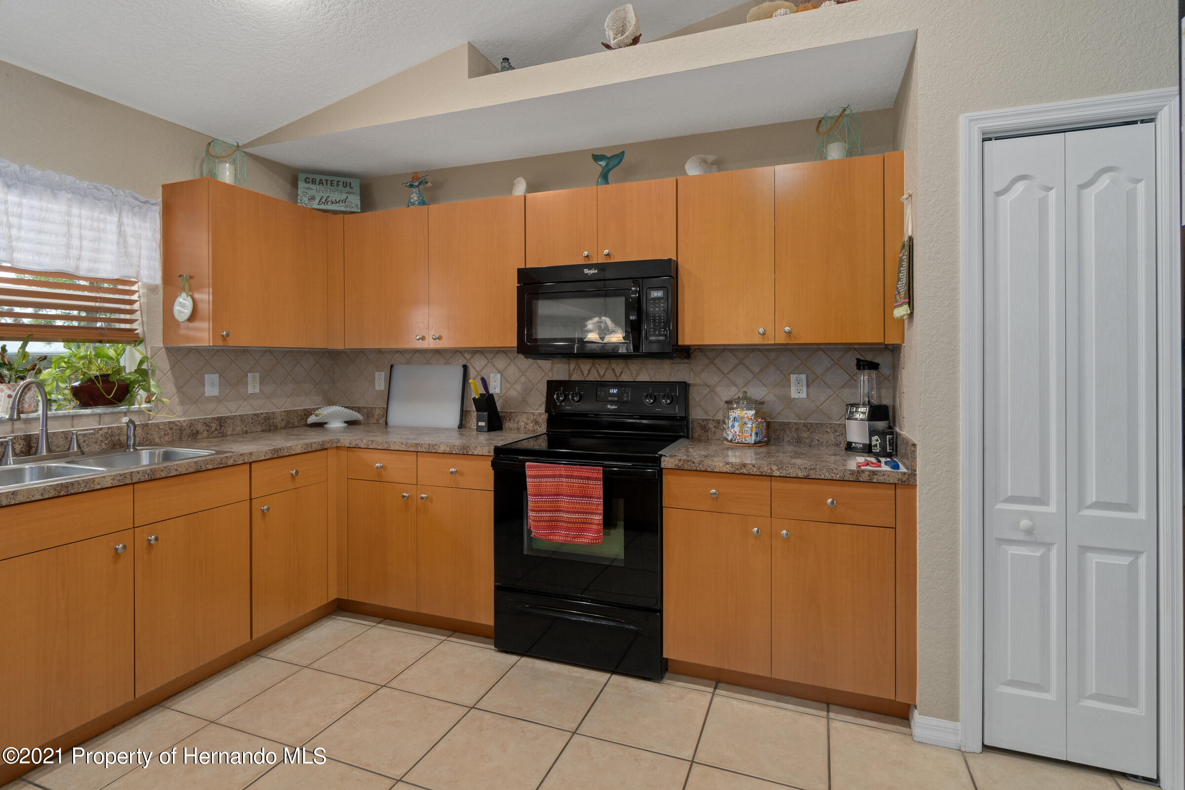 Listing photo id 7 for 5186 Roble Avenue