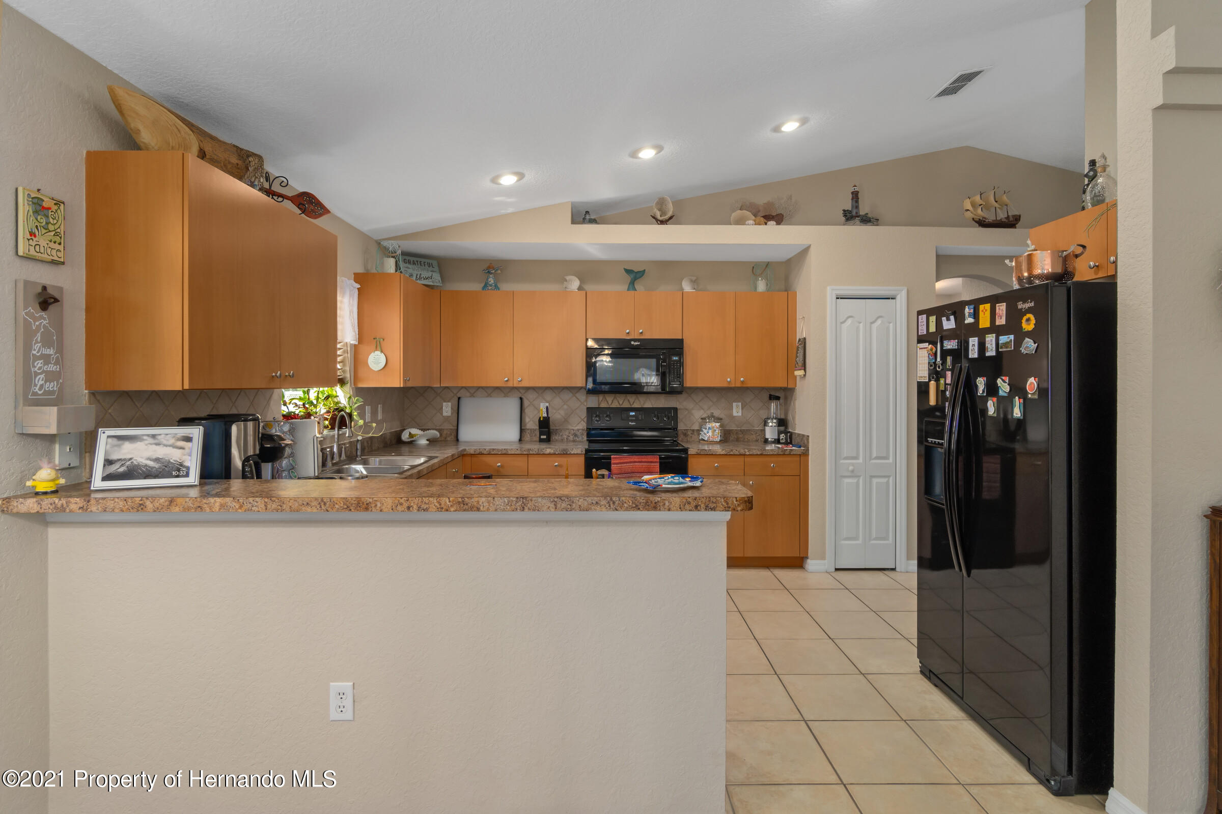 Listing photo id 9 for 5186 Roble Avenue