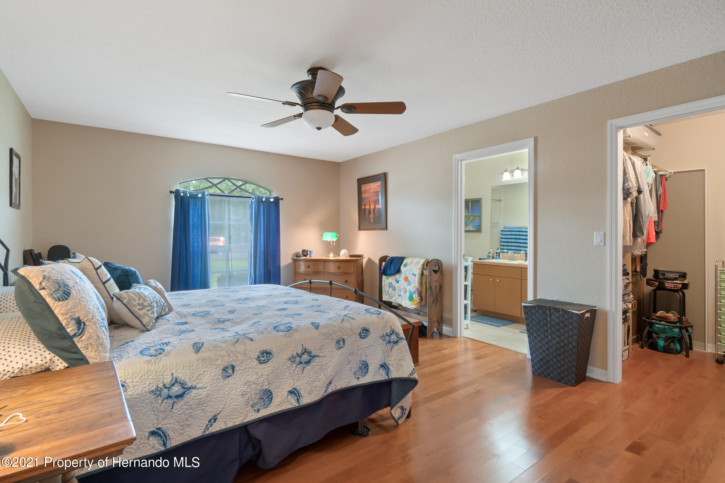 Listing photo id 12 for 5186 Roble Avenue