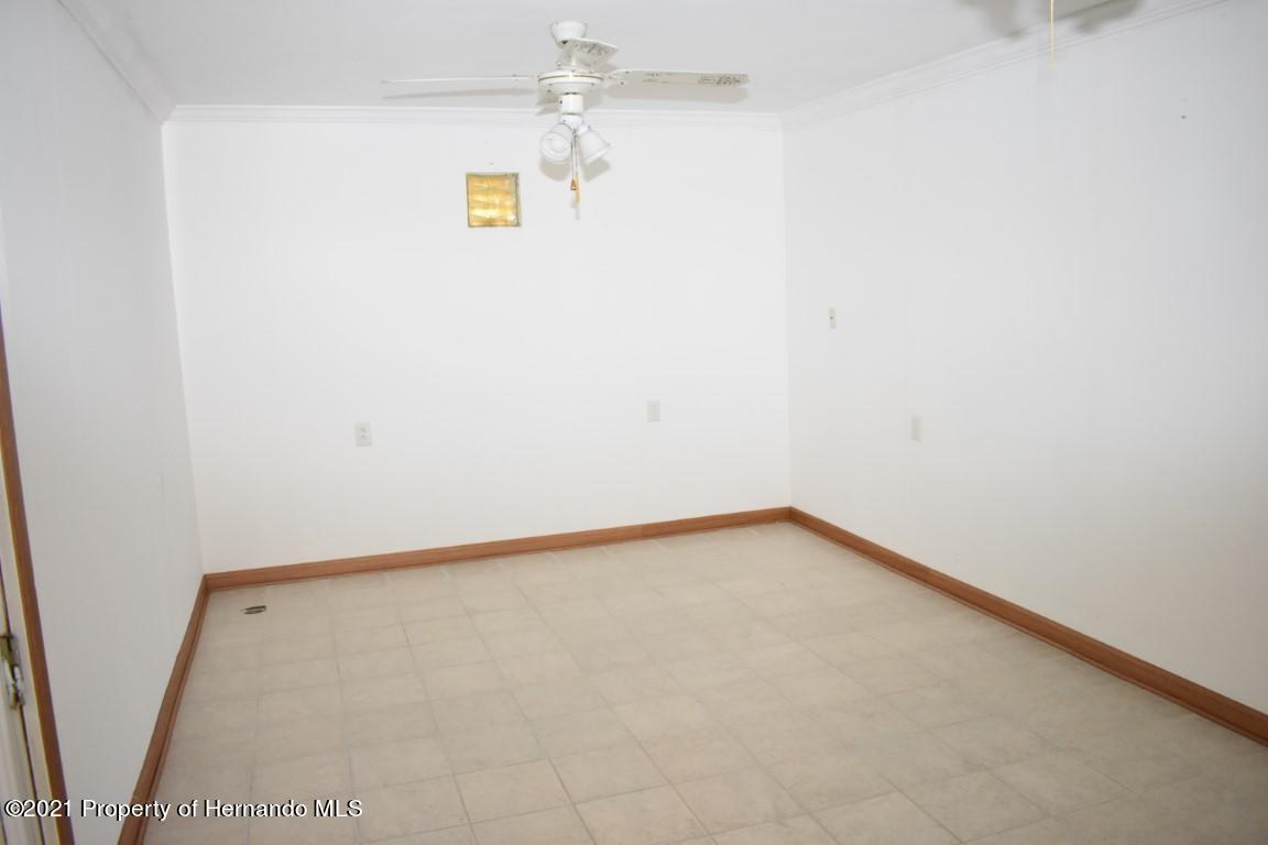 Listing photo id 29 for 12386 Hickman Avenue