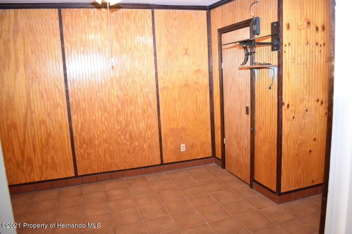 Listing photo id 31 for 12386 Hickman Avenue