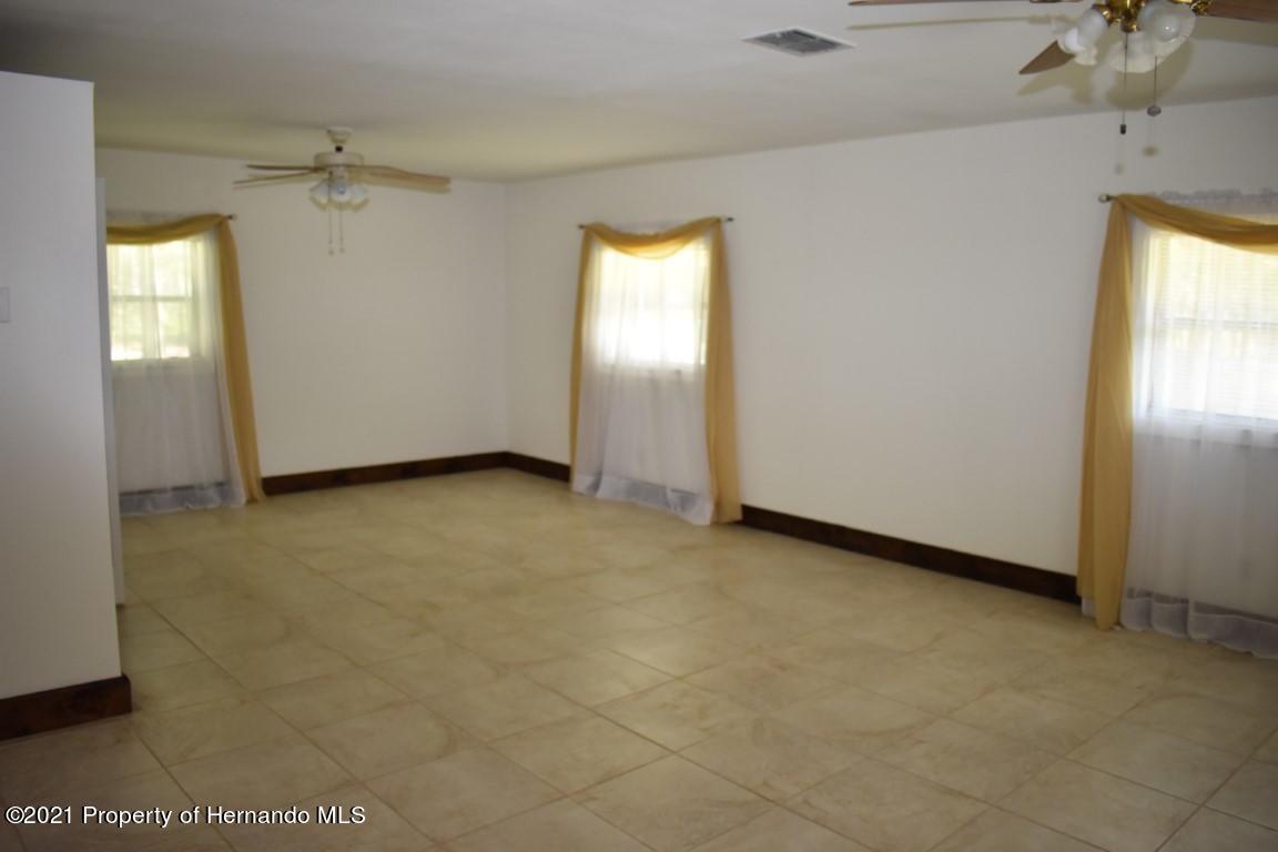 Listing photo id 38 for 12386 Hickman Avenue