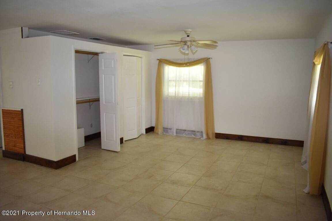 Listing photo id 39 for 12386 Hickman Avenue