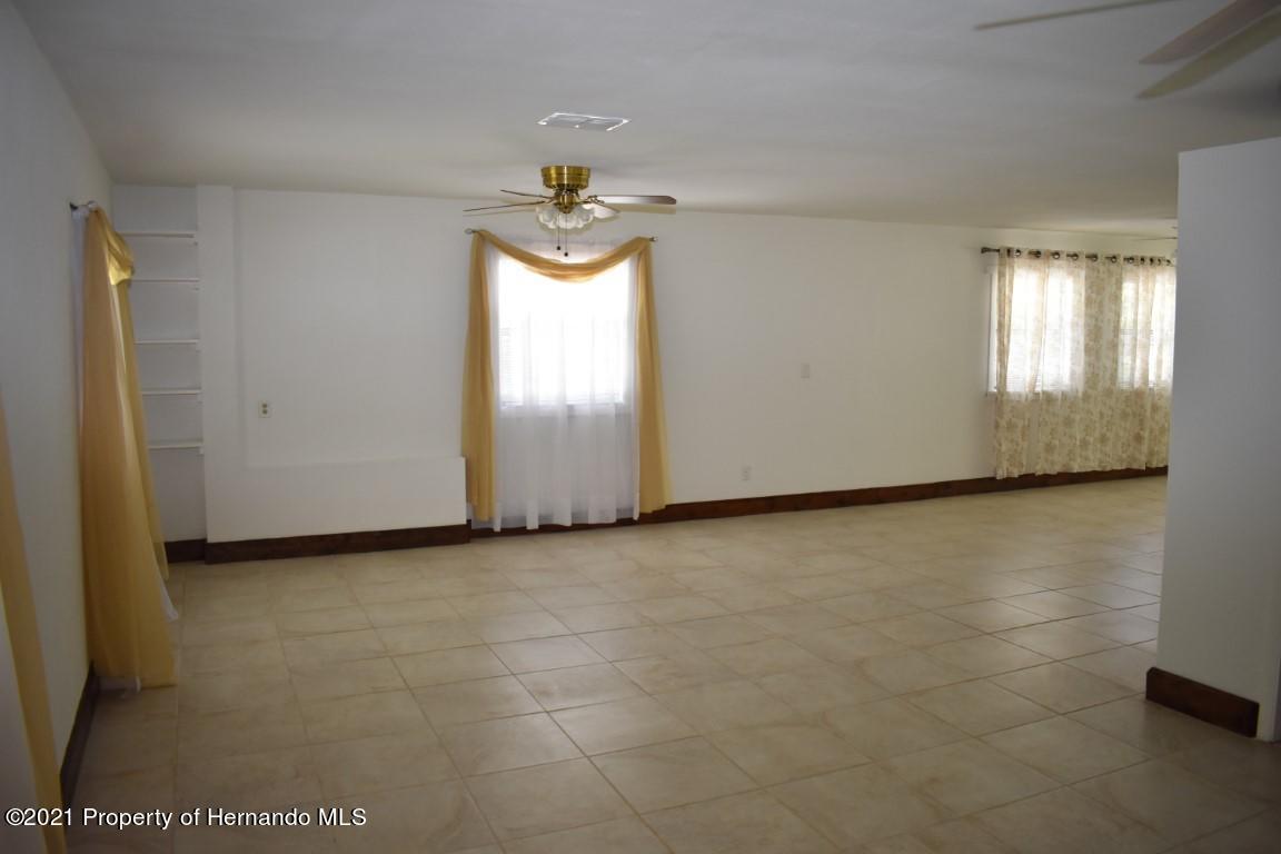 Listing photo id 41 for 12386 Hickman Avenue