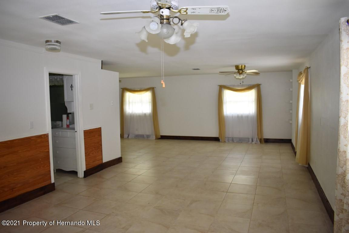 Listing photo id 47 for 12386 Hickman Avenue