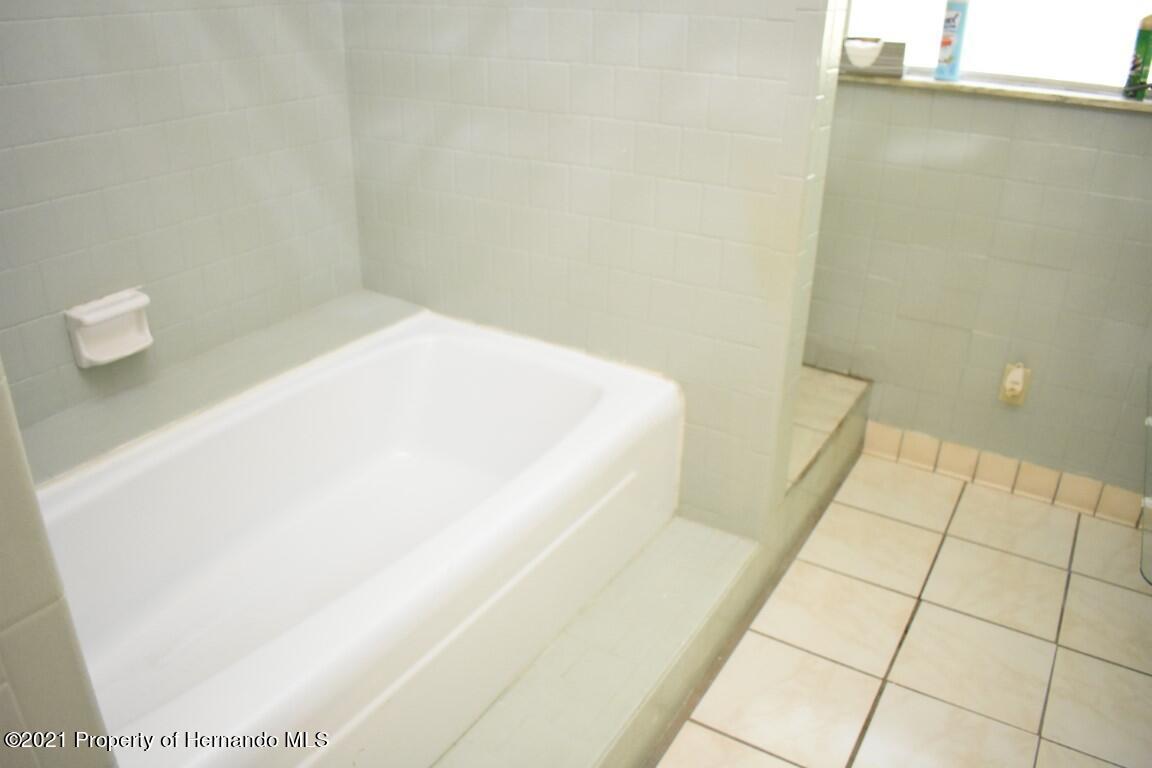 Listing photo id 52 for 12386 Hickman Avenue