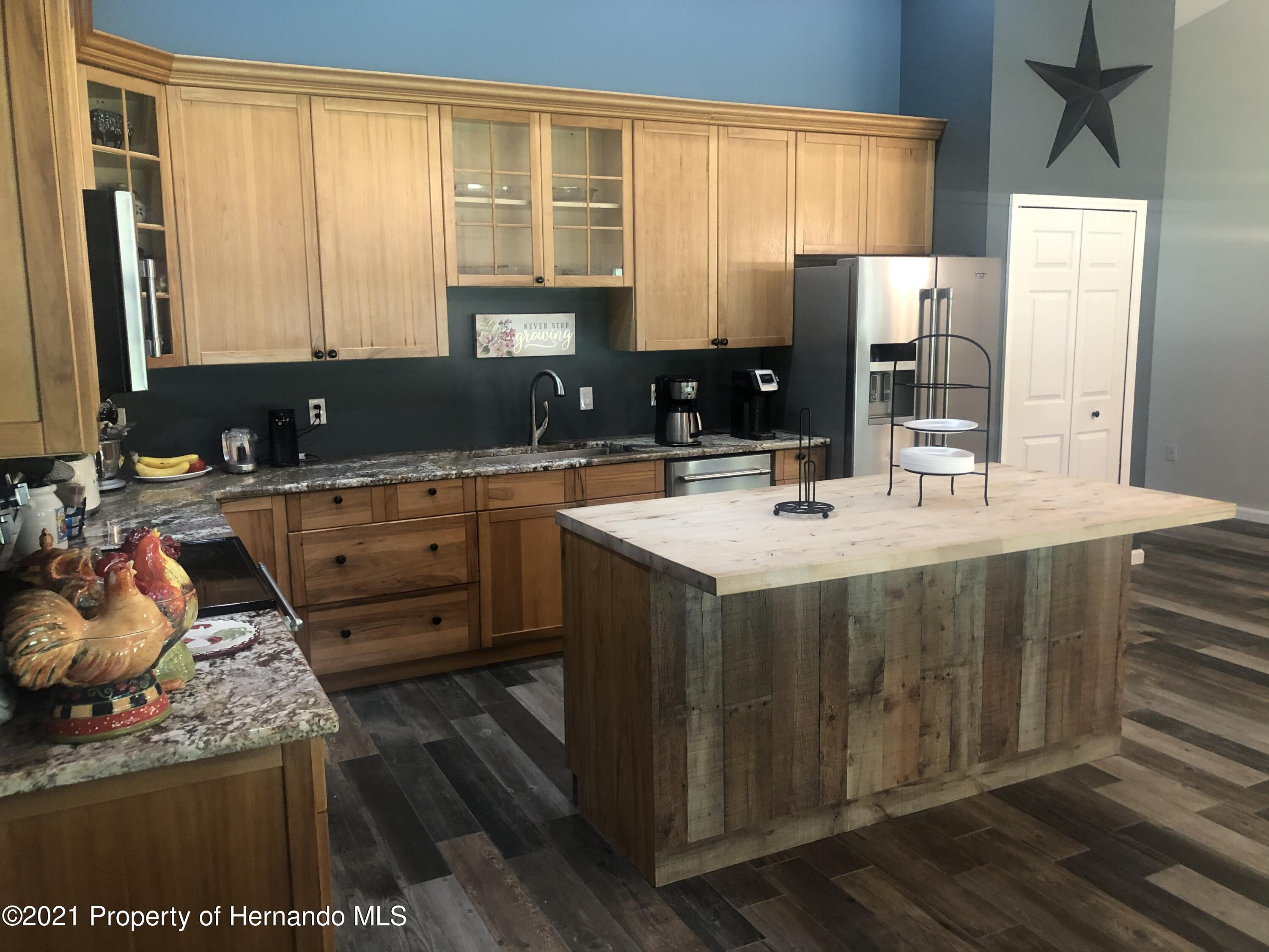 Listing photo id 5 for 7910 E Derby Oaks Drive