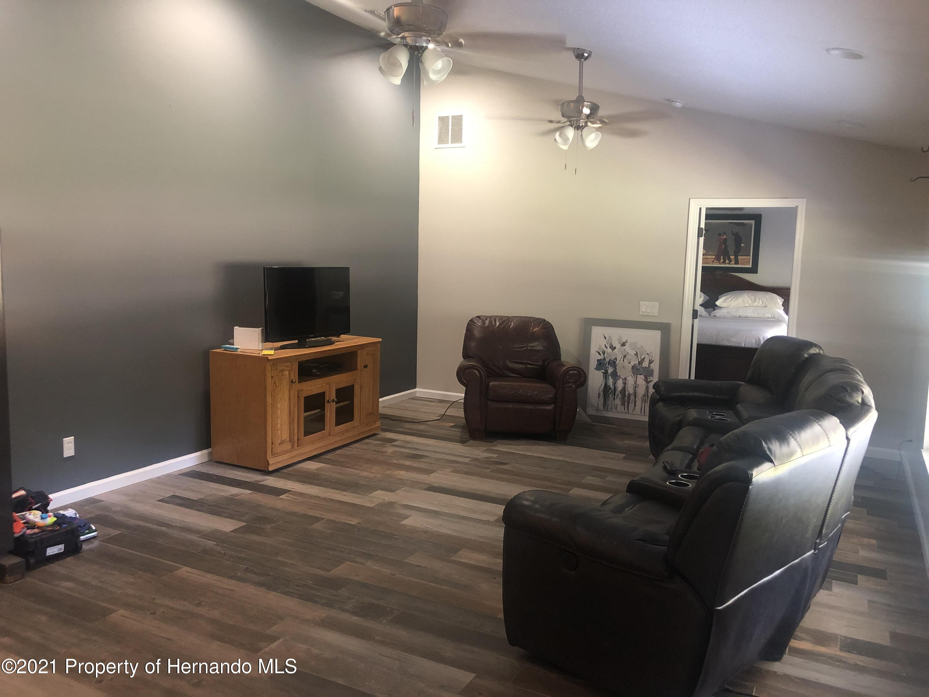 Listing photo id 13 for 7910 E Derby Oaks Drive