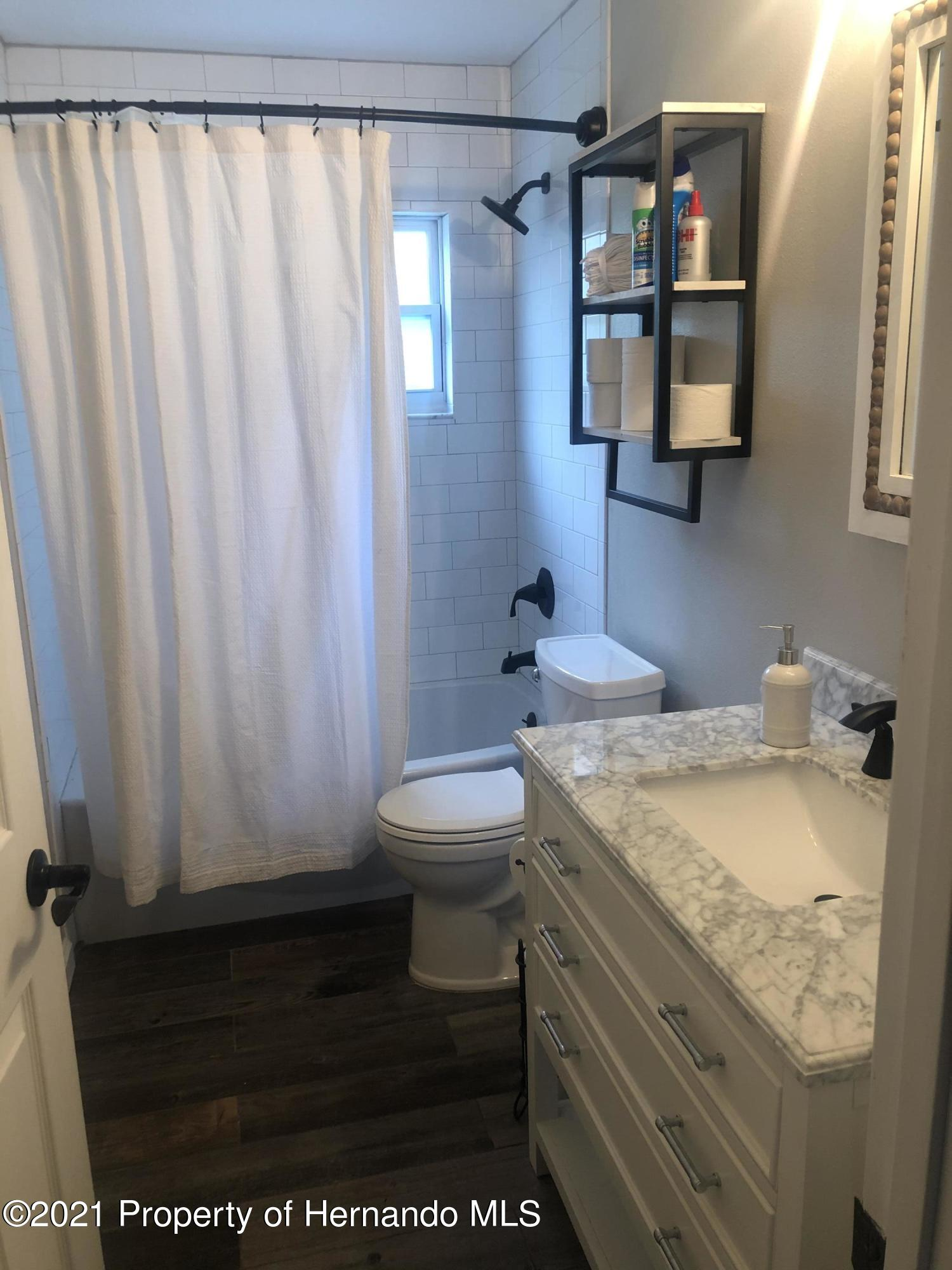 Listing photo id 11 for 7910 E Derby Oaks Drive