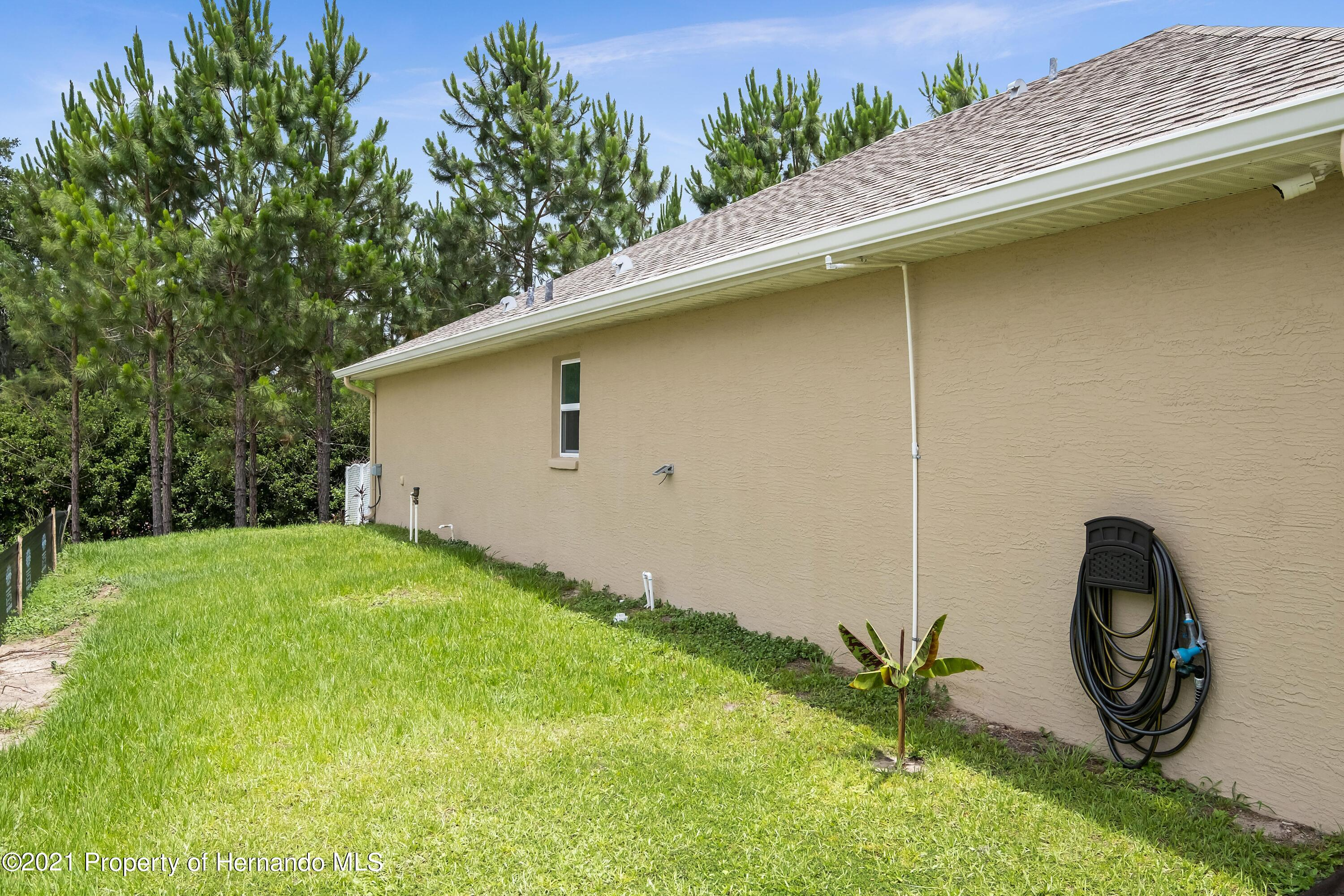 Listing photo id 28 for 3560 N Burroughs Path