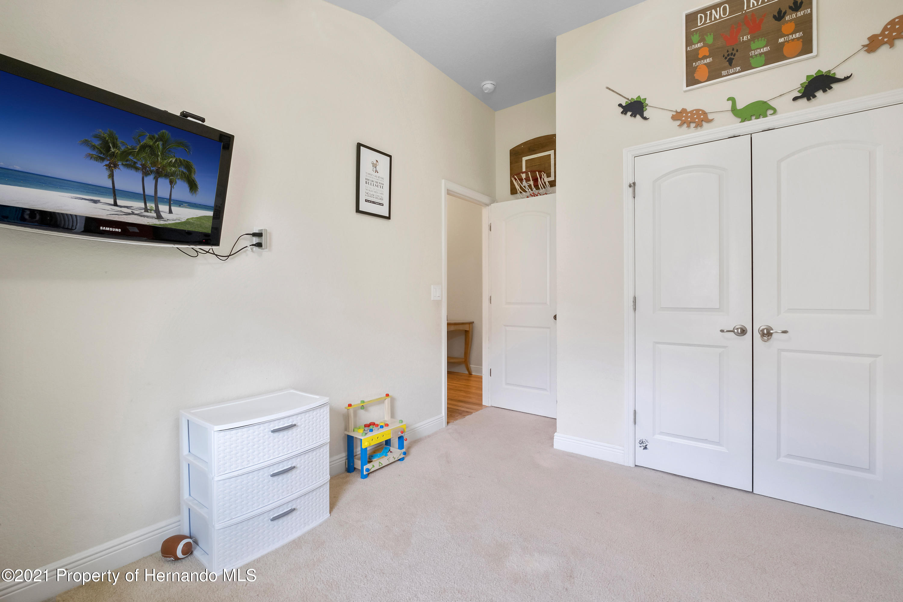 Listing photo id 15 for 3560 N Burroughs Path
