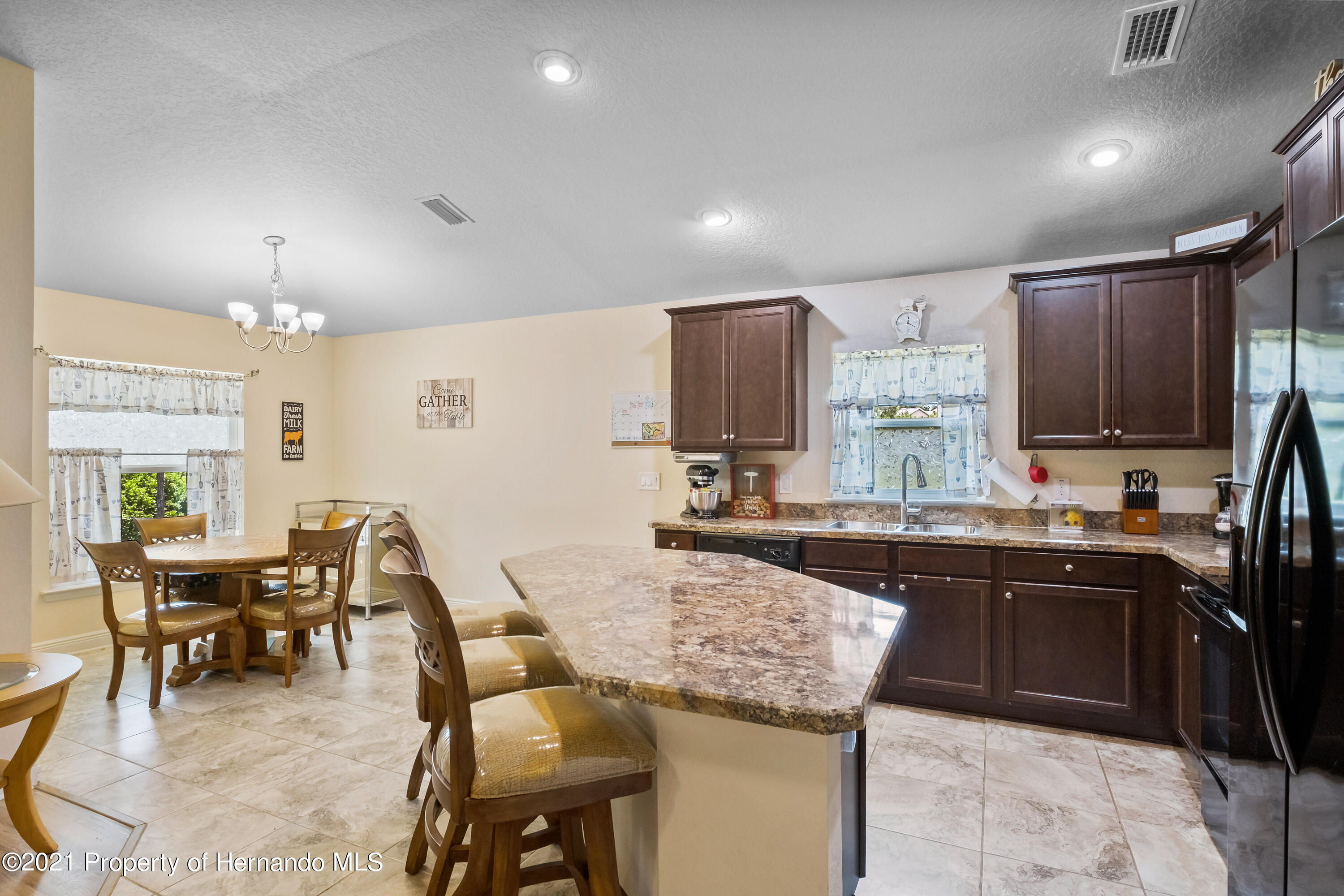Listing photo id 4 for 3560 N Burroughs Path