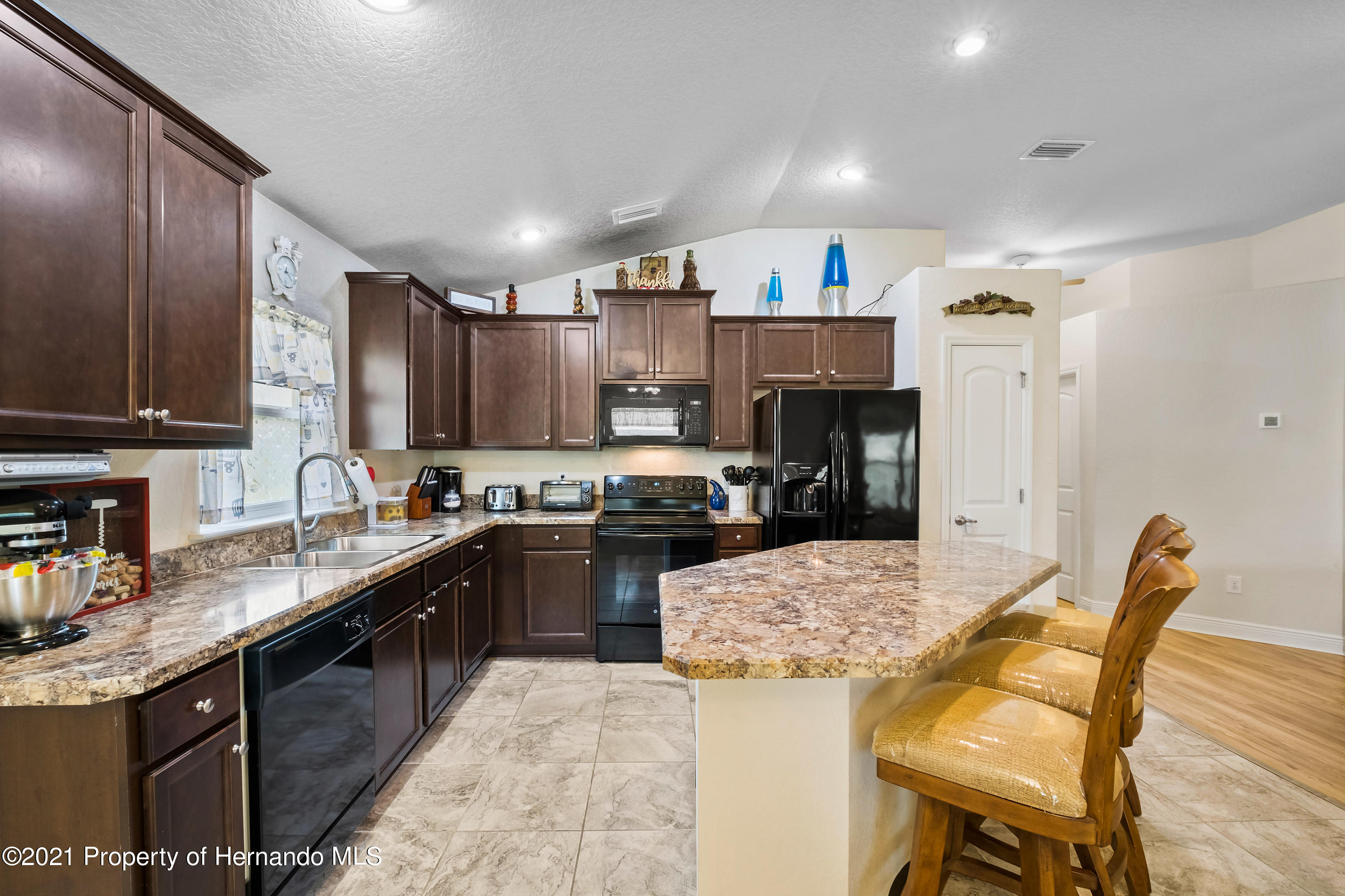 Listing photo id 6 for 3560 N Burroughs Path