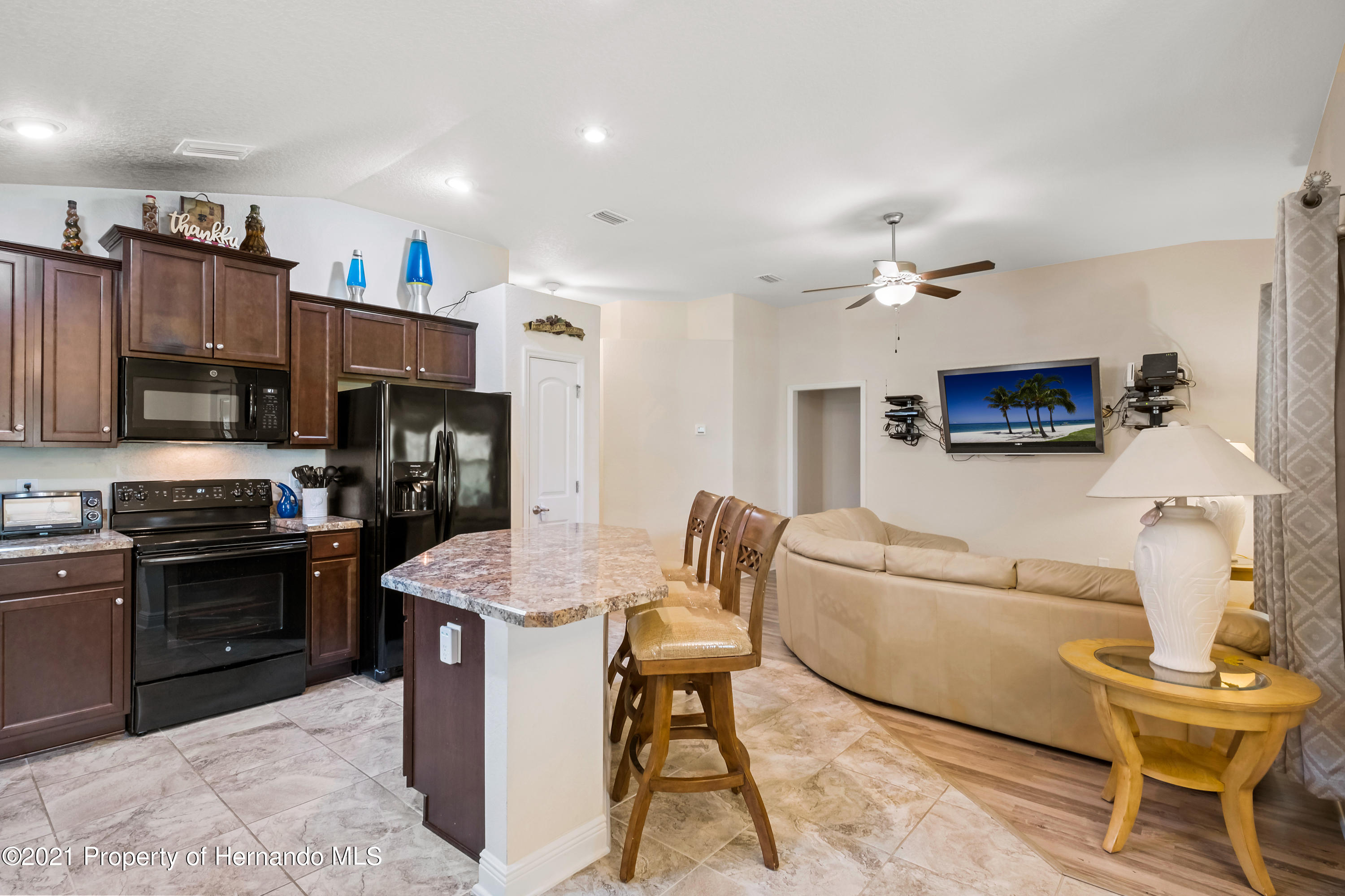 Listing photo id 7 for 3560 N Burroughs Path
