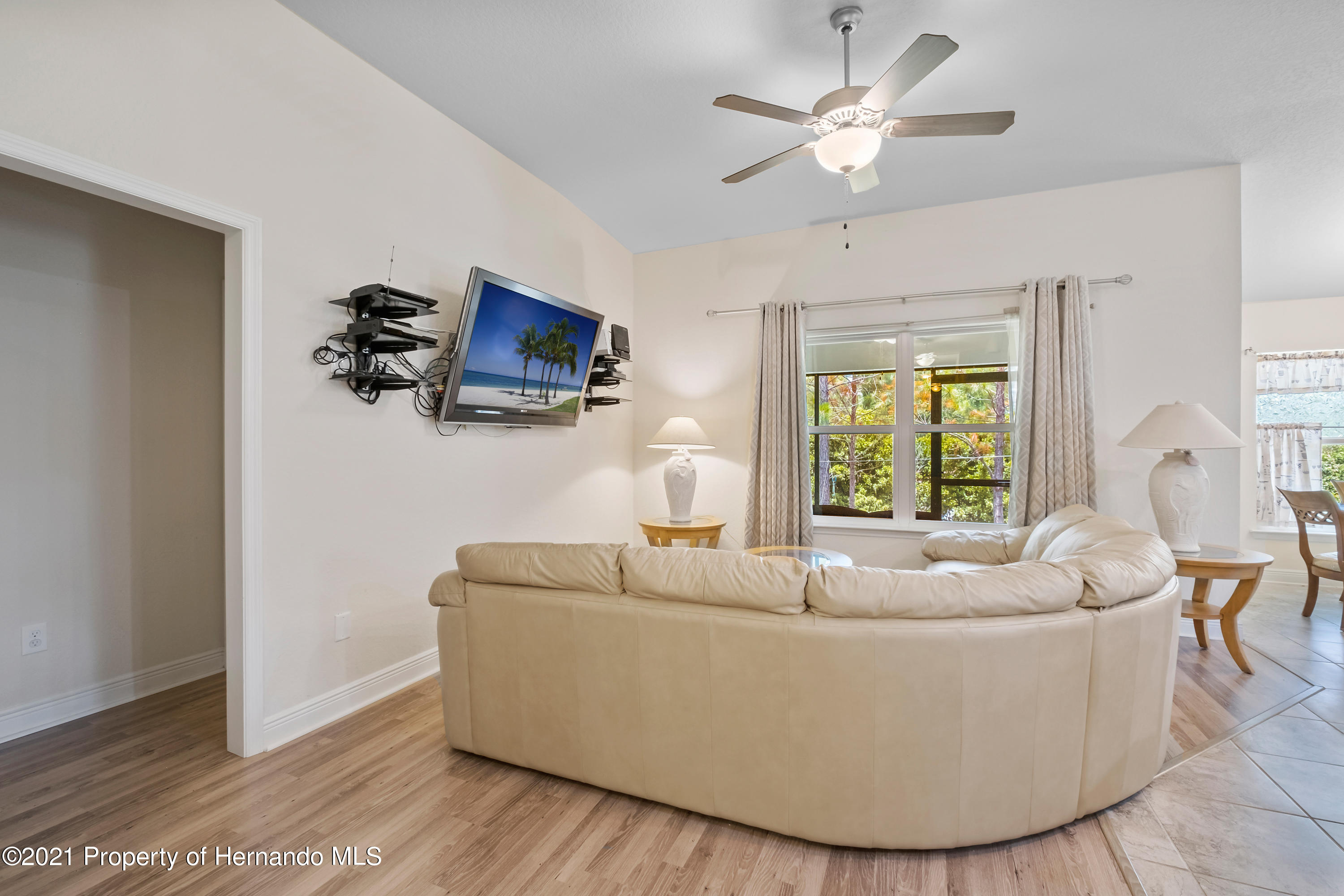 Listing photo id 9 for 3560 N Burroughs Path