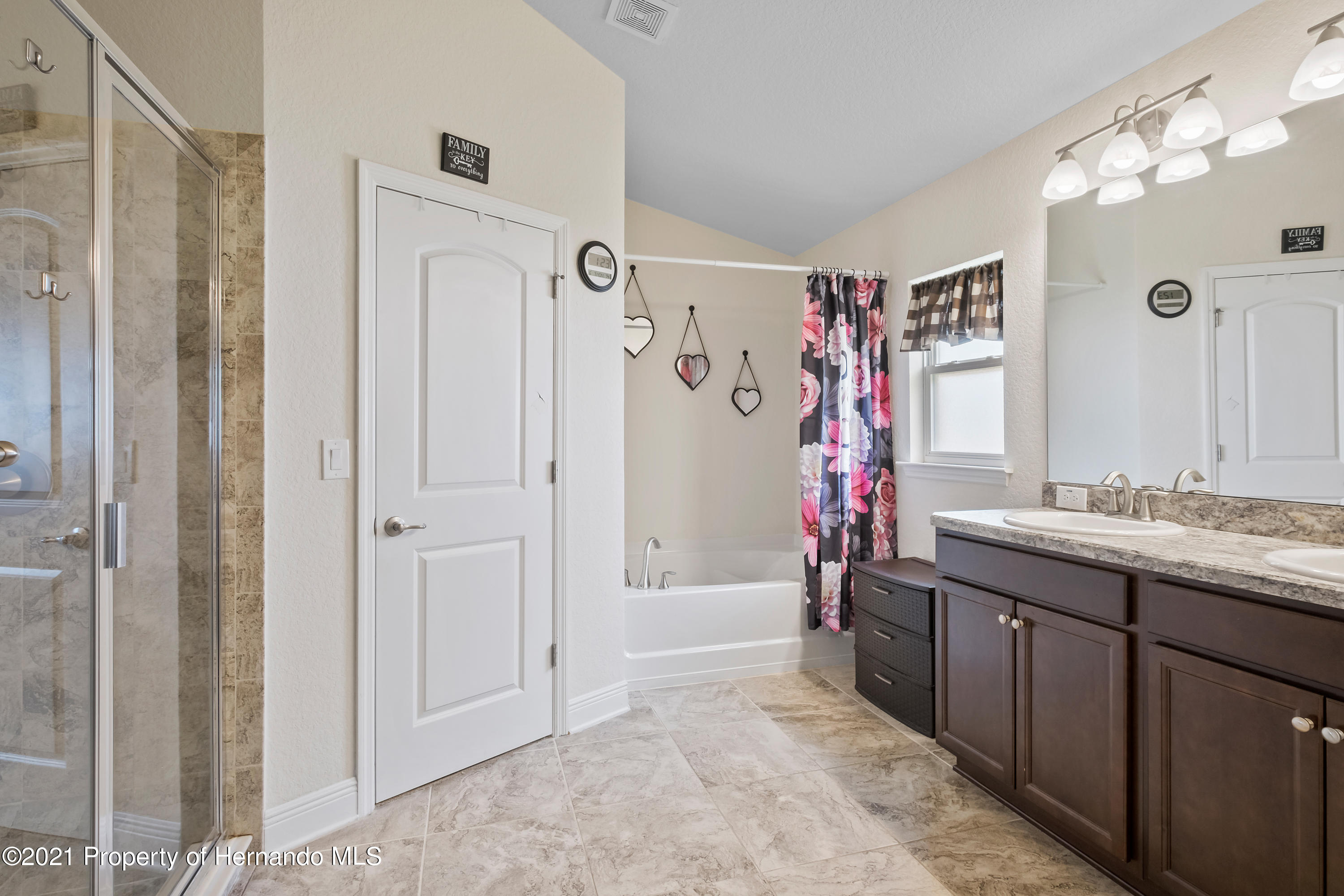 Listing photo id 16 for 3560 N Burroughs Path