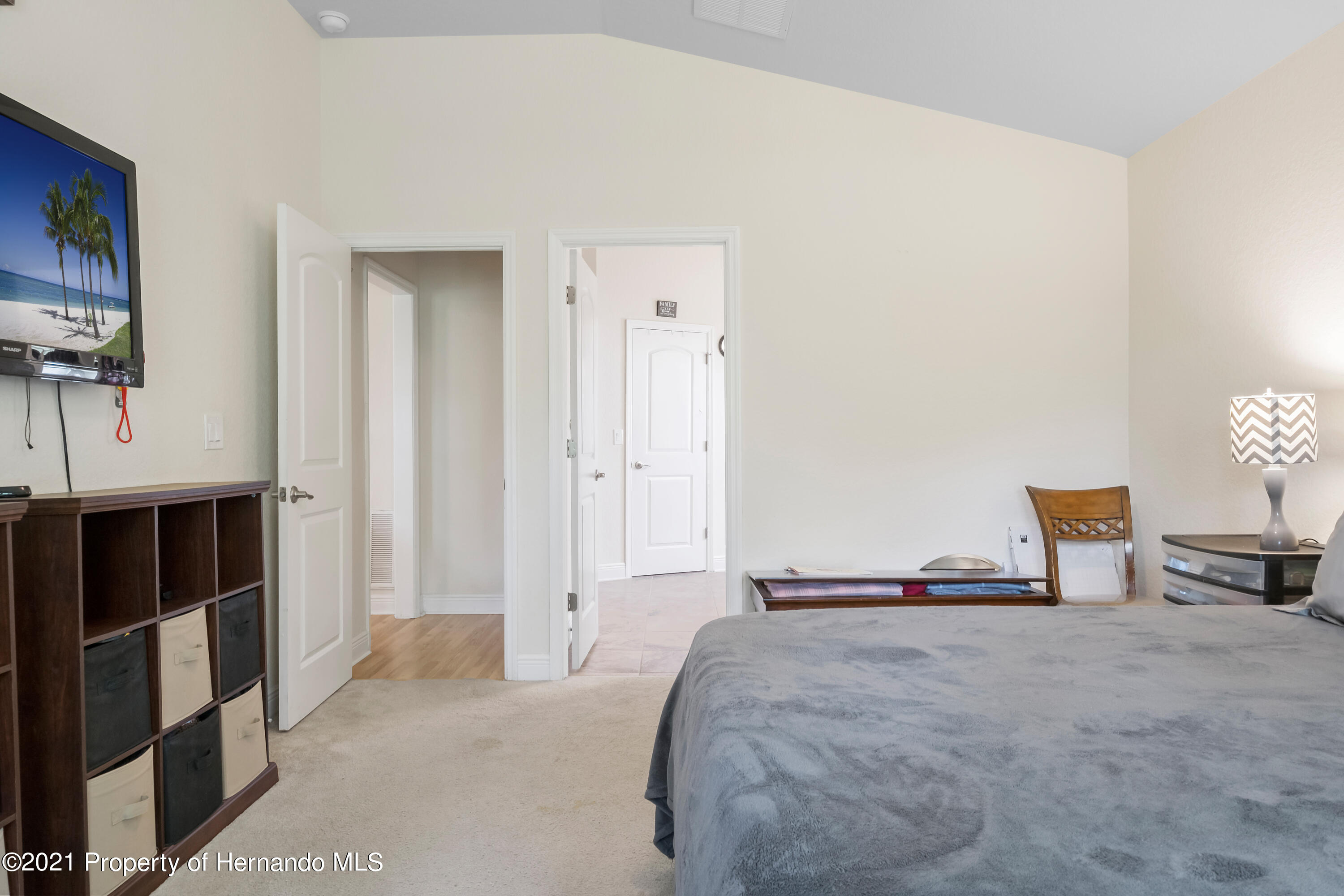 Listing photo id 21 for 3560 N Burroughs Path