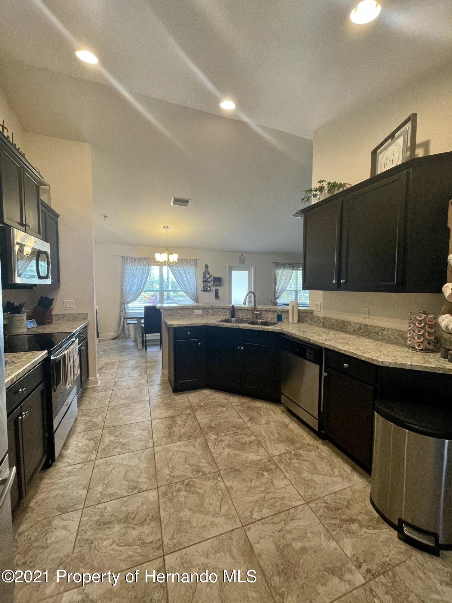 Listing photo id 8 for 13076 Nusser Avenue