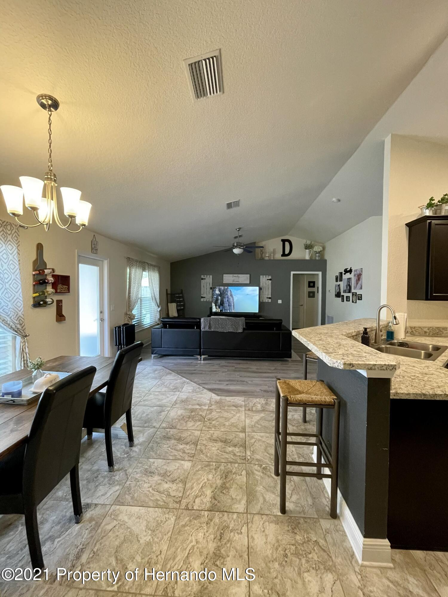 Listing photo id 9 for 13076 Nusser Avenue