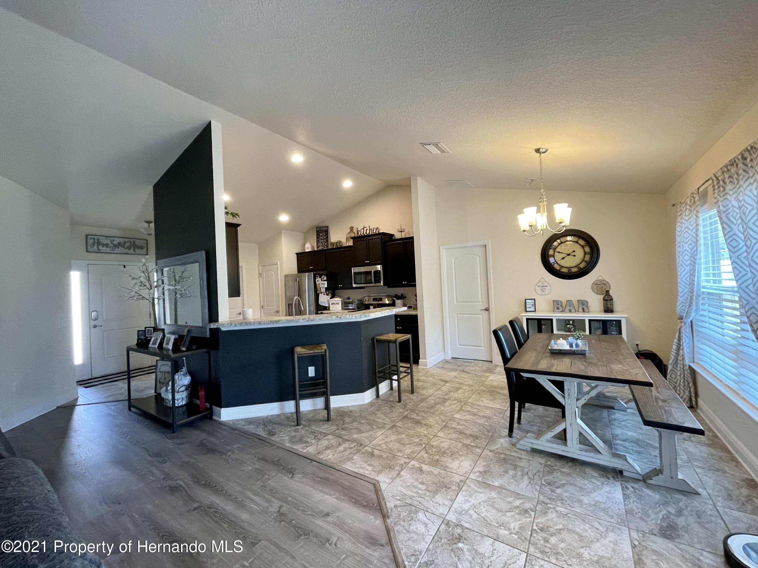 Listing photo id 6 for 13076 Nusser Avenue