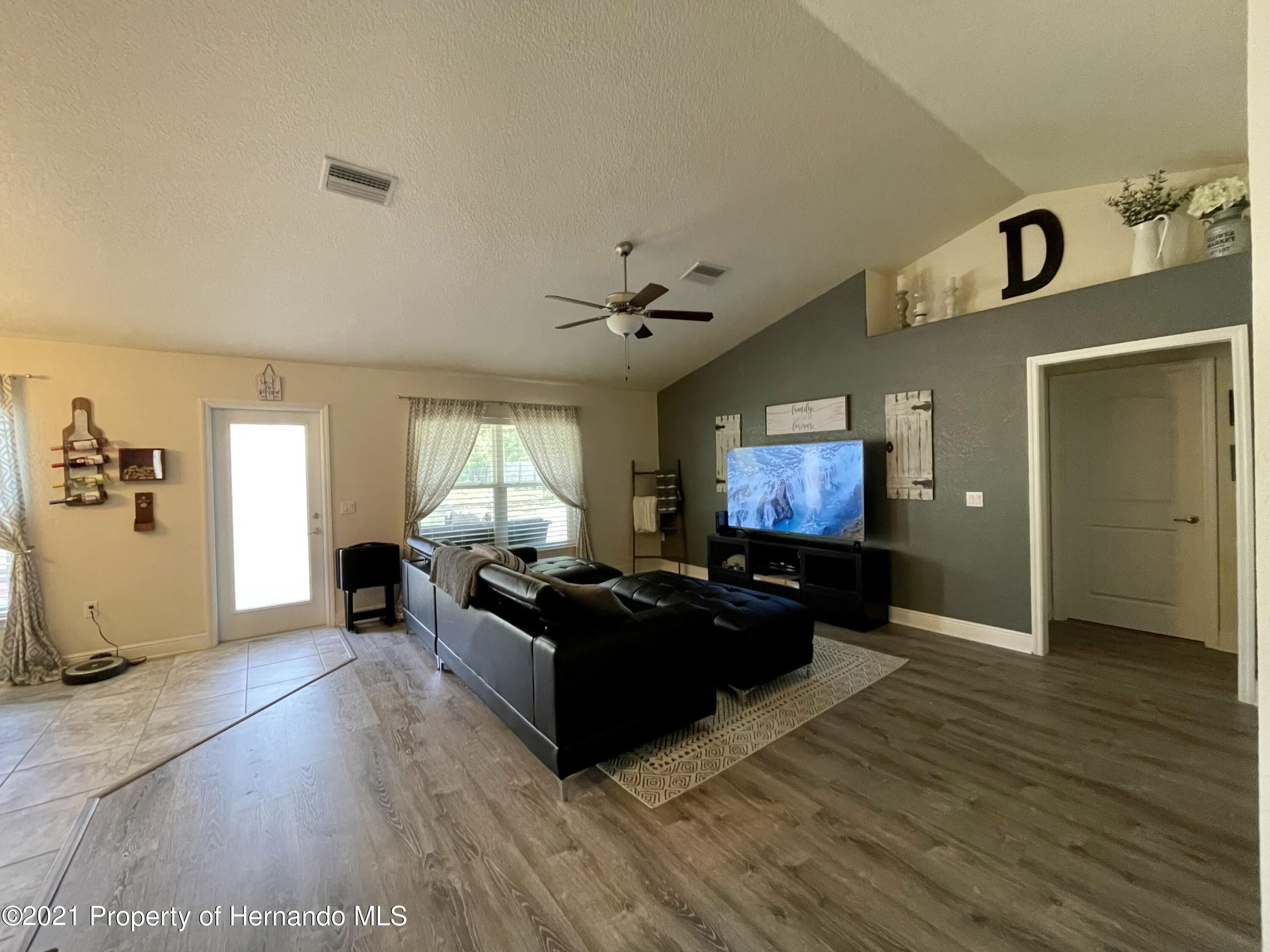 Listing photo id 4 for 13076 Nusser Avenue