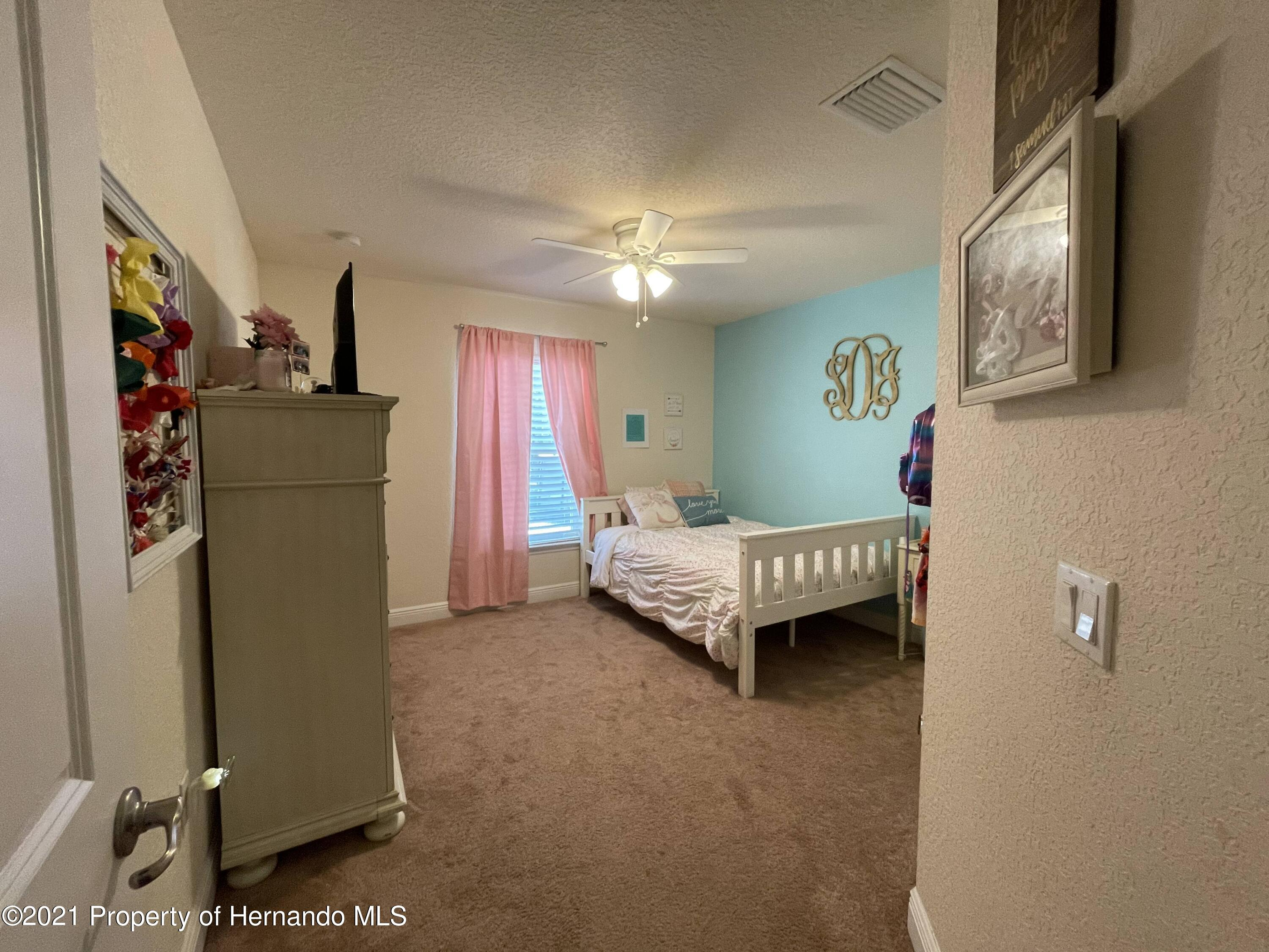 Listing photo id 18 for 13076 Nusser Avenue