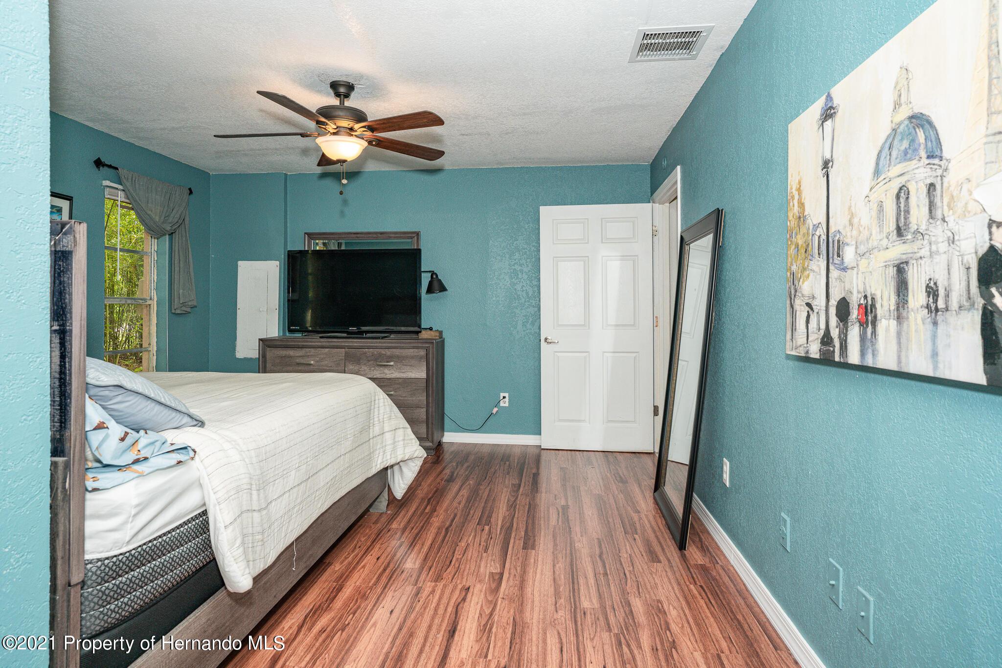 Listing photo id 18 for 5291 Drew Street