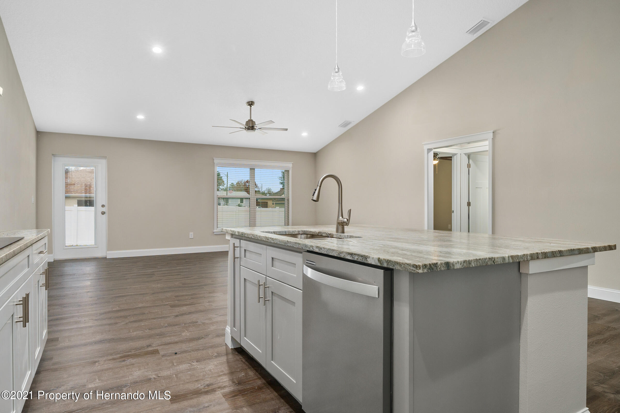 Listing photo id 17 for 0 Day Owl Avenue